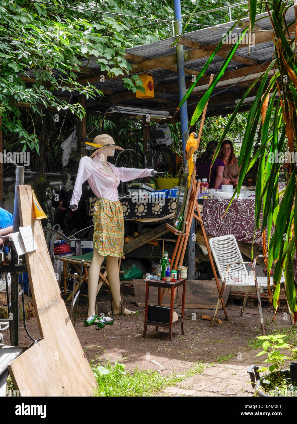 Mannequin and stuffed parrot welcoming visitors to the  artists' Open Studio  day on eel Pie Island - Stock Image