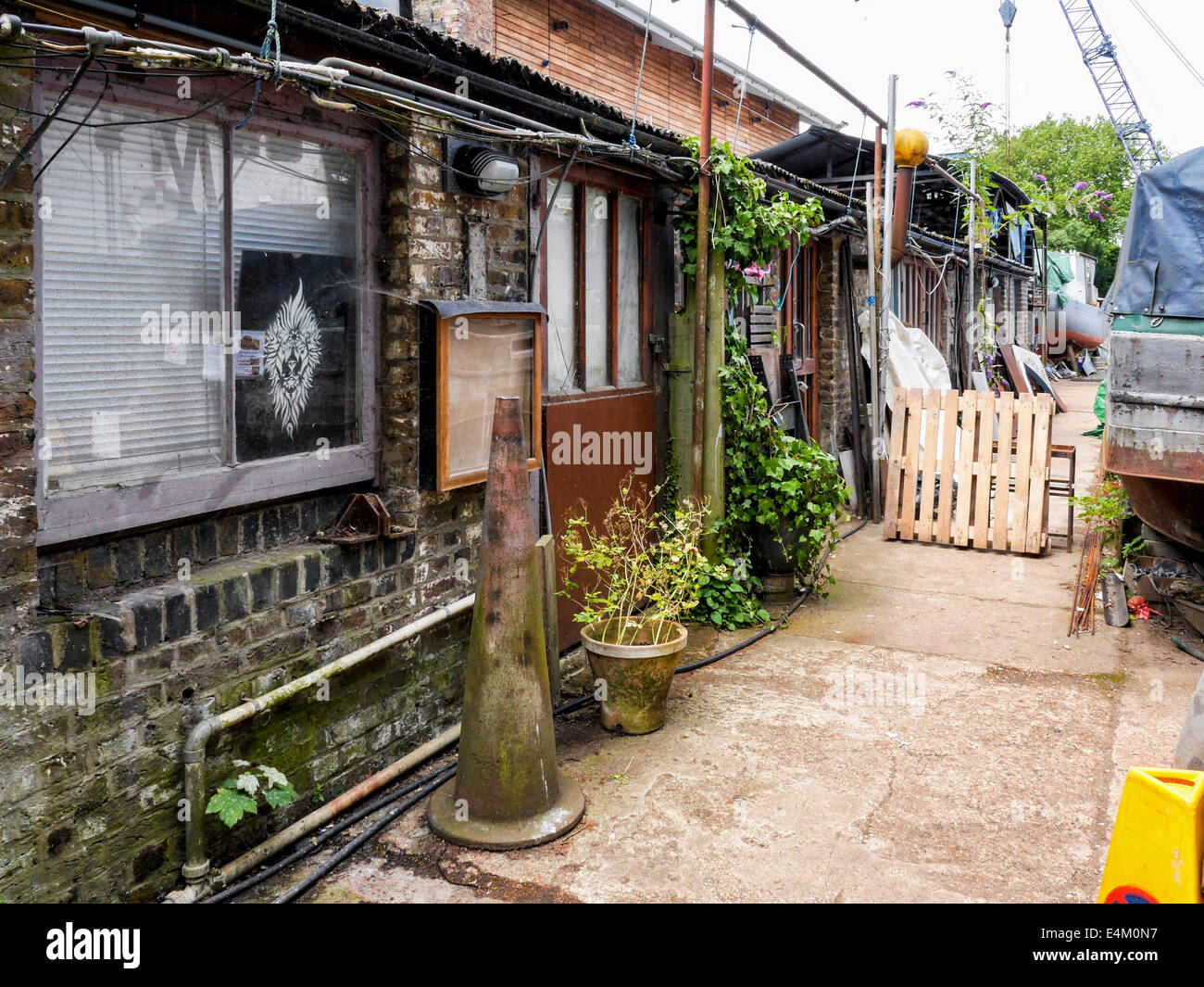 Artists' studios in the working boatyard area of  Eel Pie Island, Twickenham, UK - Stock Image