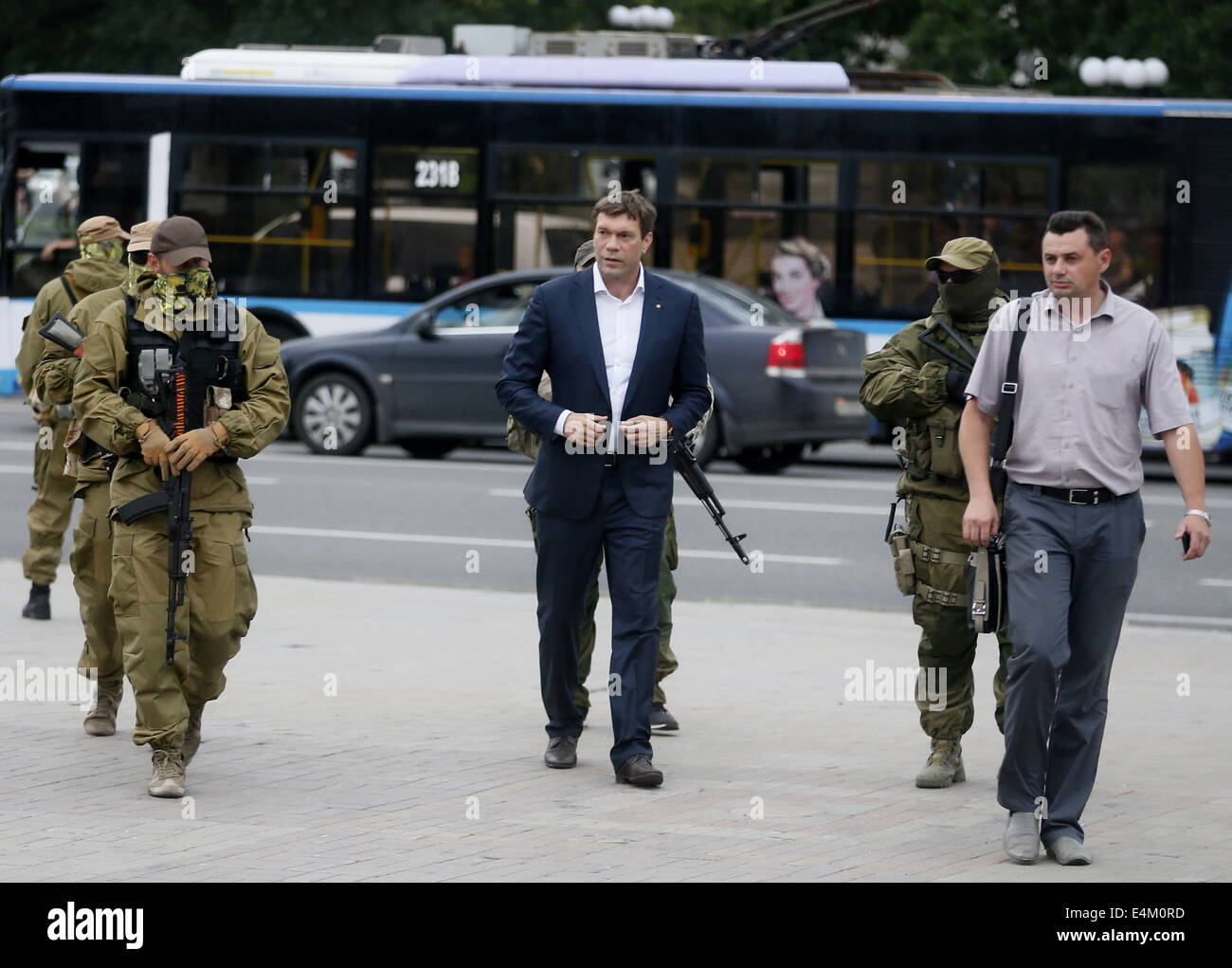 Donetsk, Ukraine. 13th July, 2014. Oleg Tsarev (C), chairman of the Parliament of the Union of Lugansk and Donetsk - Stock Image