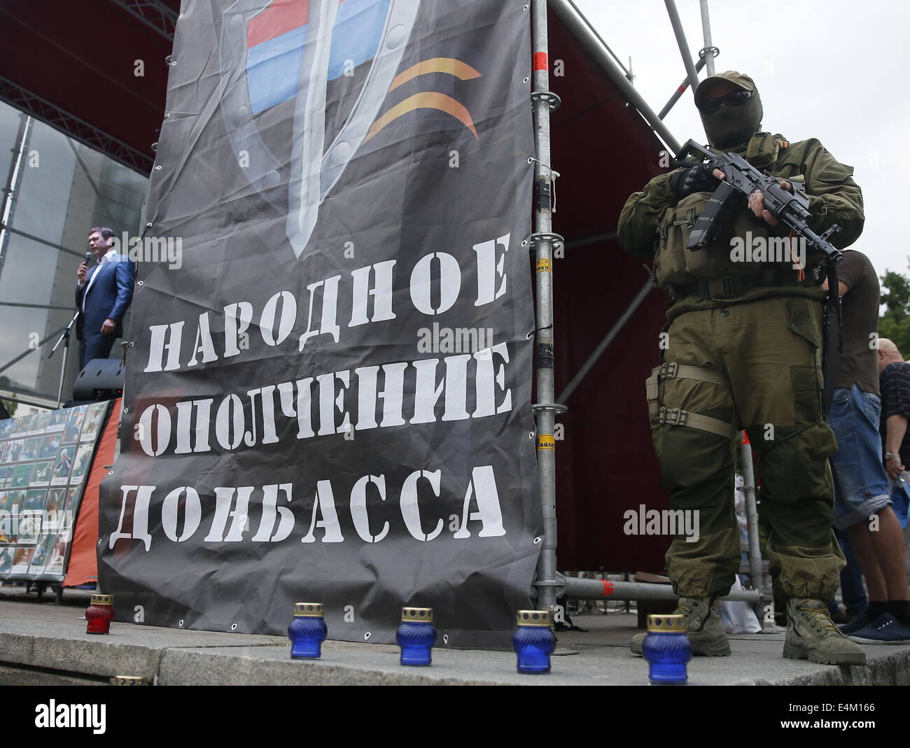 Donetsk, Ukraine. 13th July, 2014. Oleg Tsarev (L), chairman of the Parliament of the Union of Lugansk and Donetsk - Stock Image