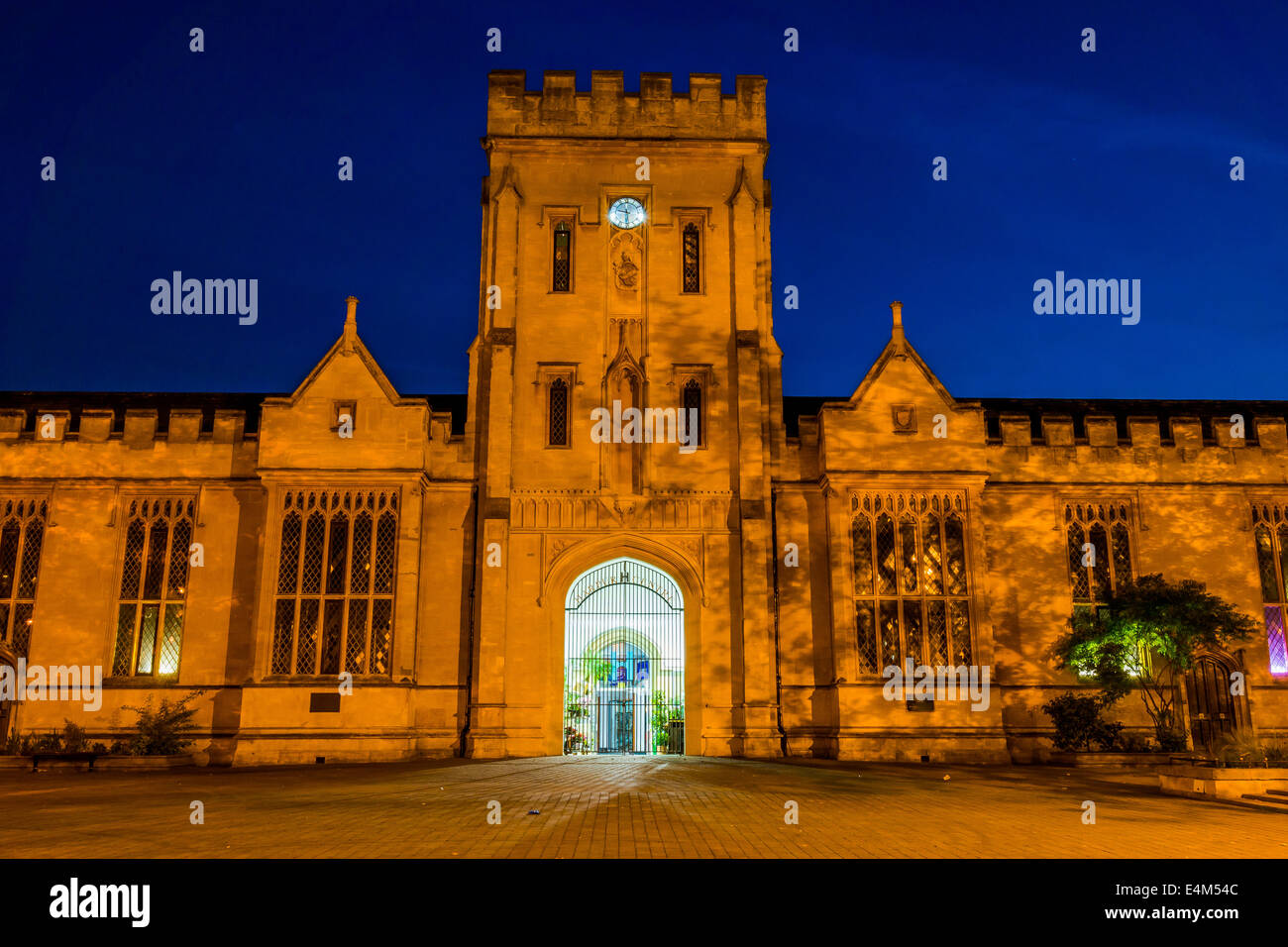 Harpur Centre in Bedford, UK at night - Stock Image