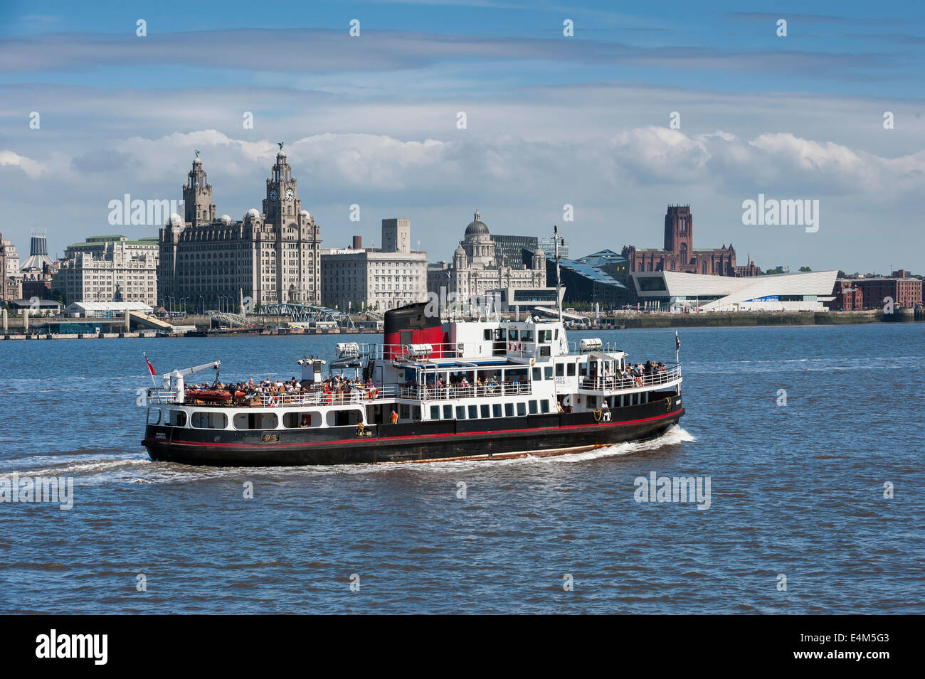 Mersey Ferry Crossing the River Mersey in Front of the Liver Building, Liverpool, Merseyside, England, UK - Stock Image