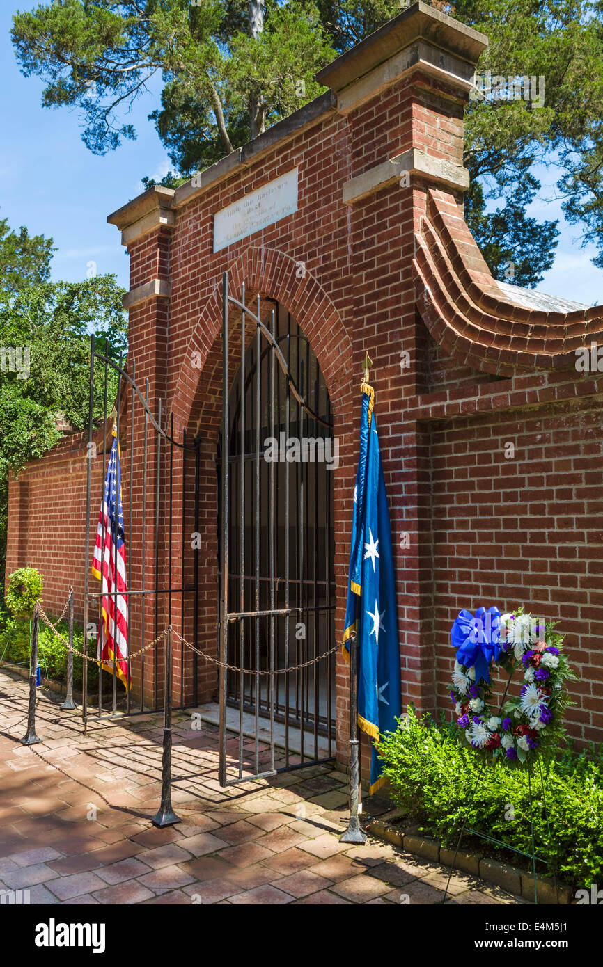 Enclosure containing the tombs of George Washington and his wife Martha, Mount Vernon estate, Fairfax County, Virgina, - Stock Image