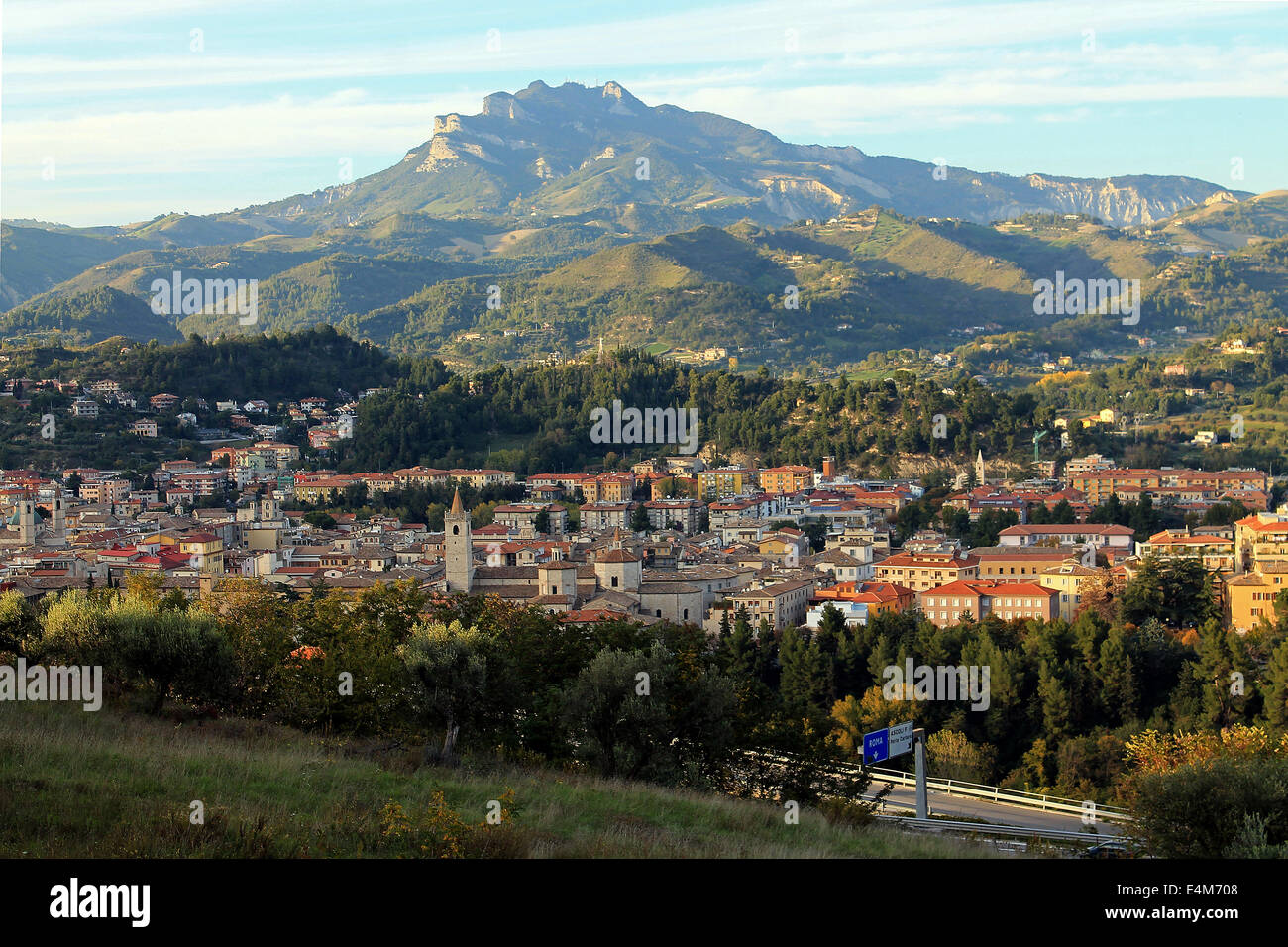 Panoramic view of the mountain behind the city of Ascoli Piceno, Marches, Italy - Stock Image