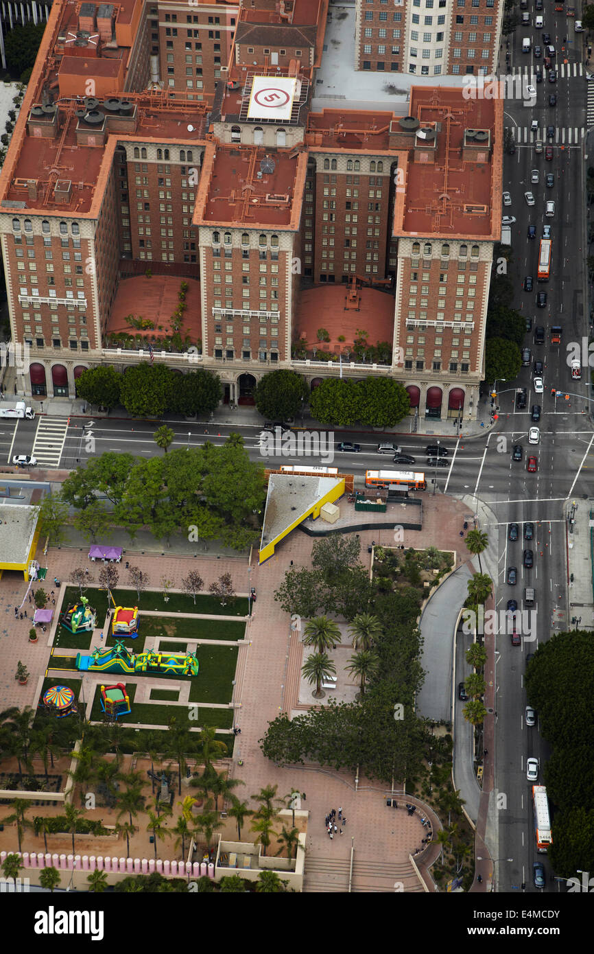 Millennium Biltmore Hotel, Pershing Square, and West 5th Street, Downtown Los Angeles, California, USA - aerial - Stock Image
