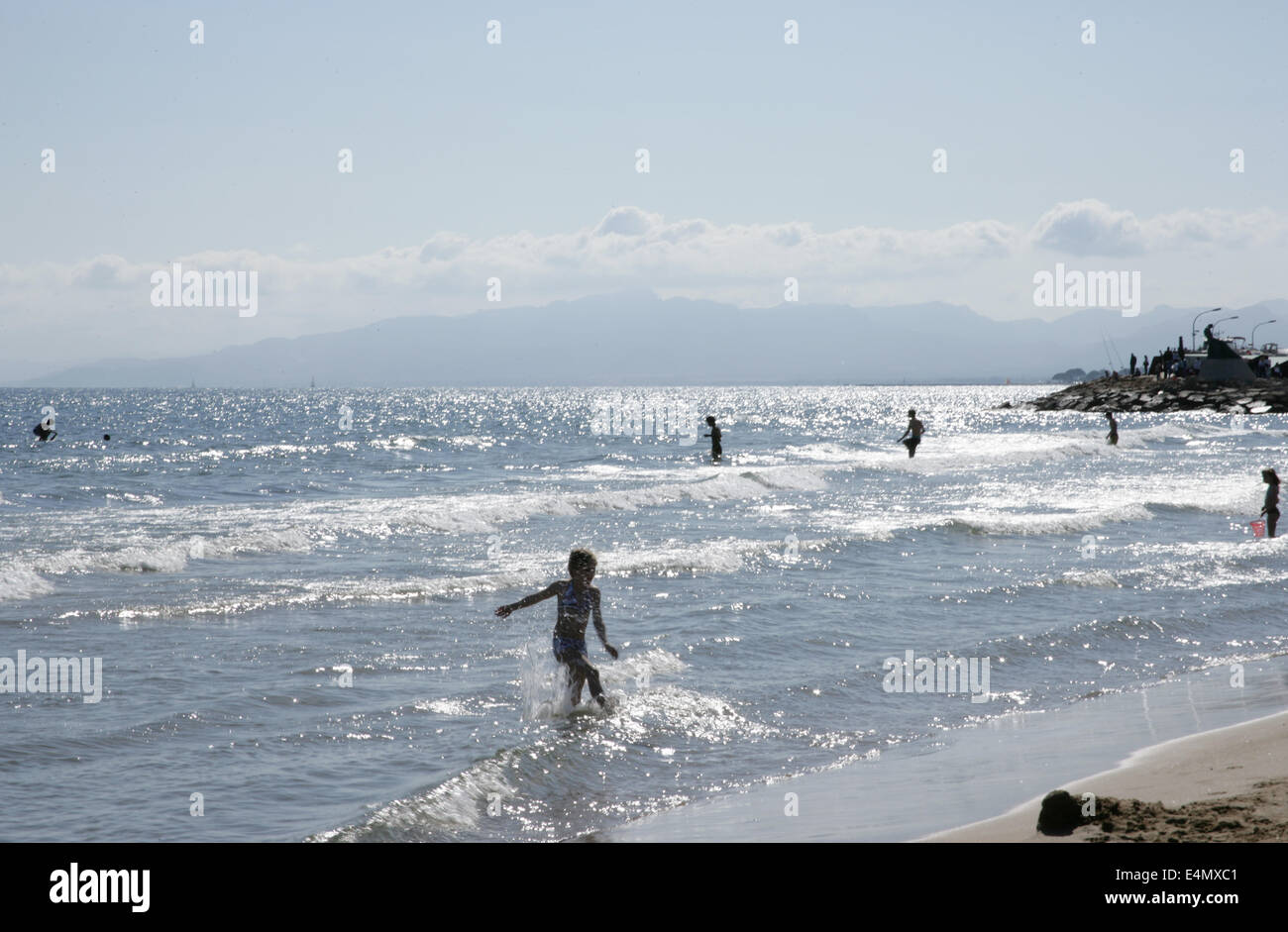 Spain. Catalonia. Salou. Beach and bathers. - Stock Image