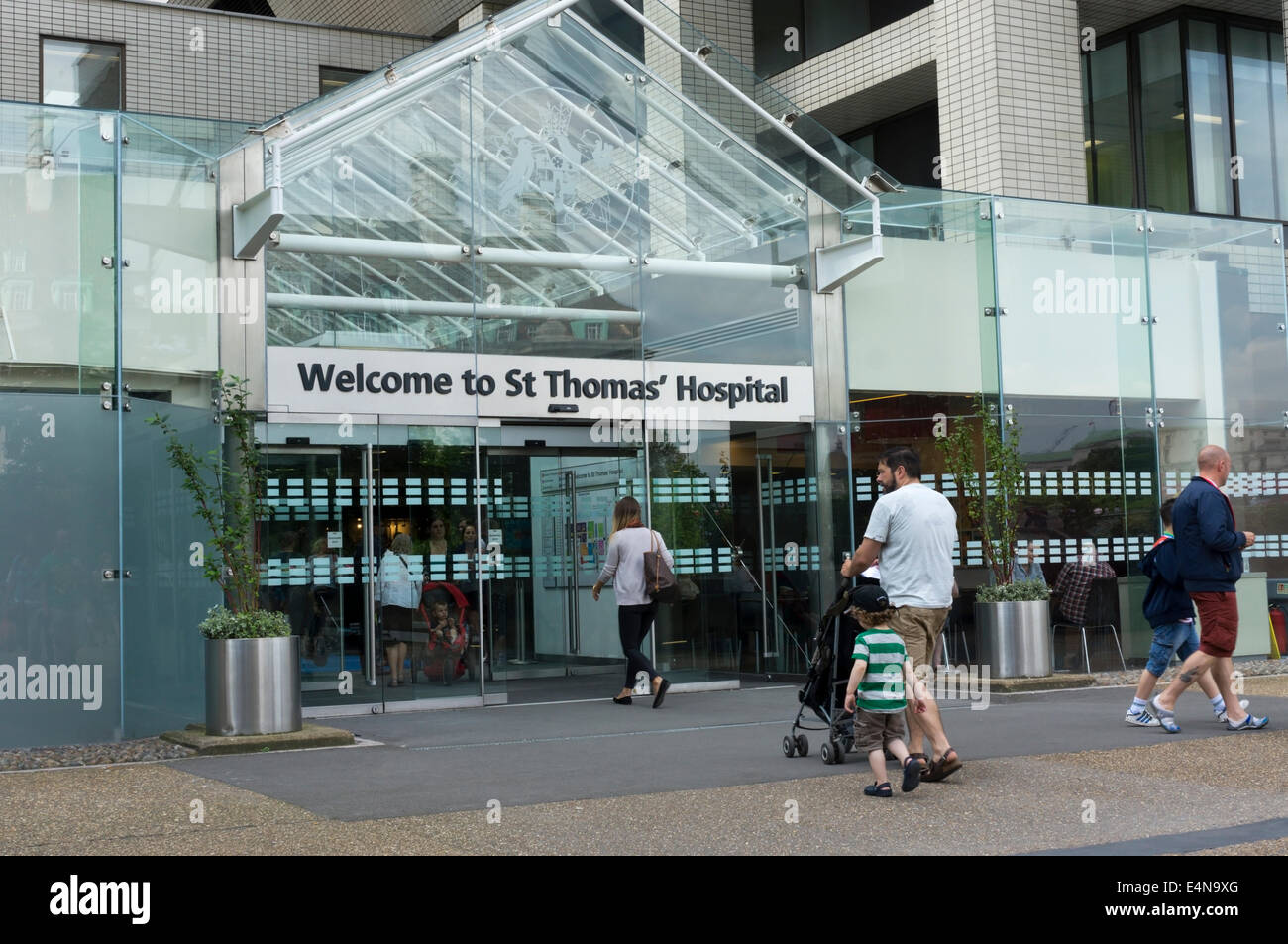 Entrance to St Thomas' Hospital at Waterloo, London. - Stock Image