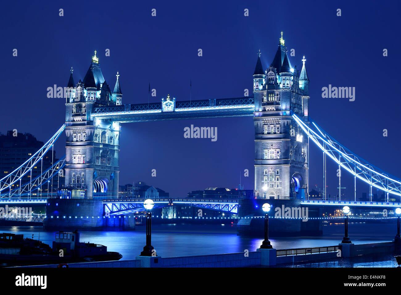 Nachtaufnahme Tower Bridge, London, England, Großbritannien - Stock Image