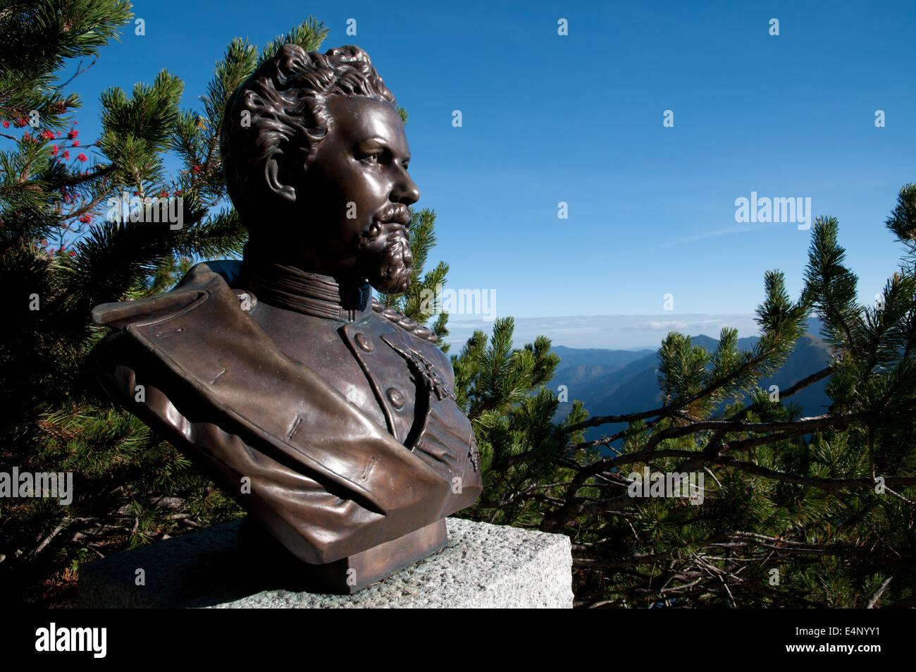 Bust of Bavarian King Ludwig II, builder of Neuschwanstein castle, overlooking the Alps on Mount Herzogstand, Bavarian - Stock Image