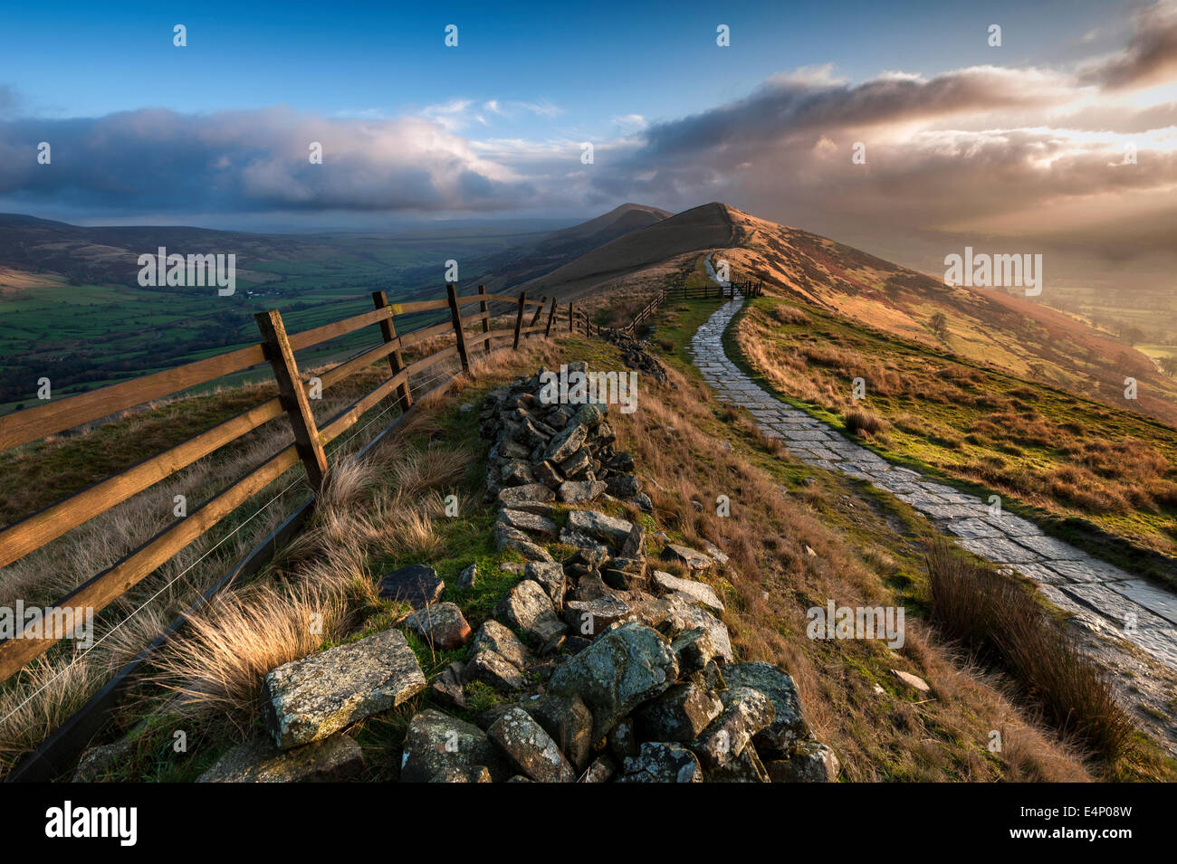 Sunrise Over The Great Ridge, Lose Hill & Hope Valley, Peak District National Park, Derbyshire, England, UK - Stock Image