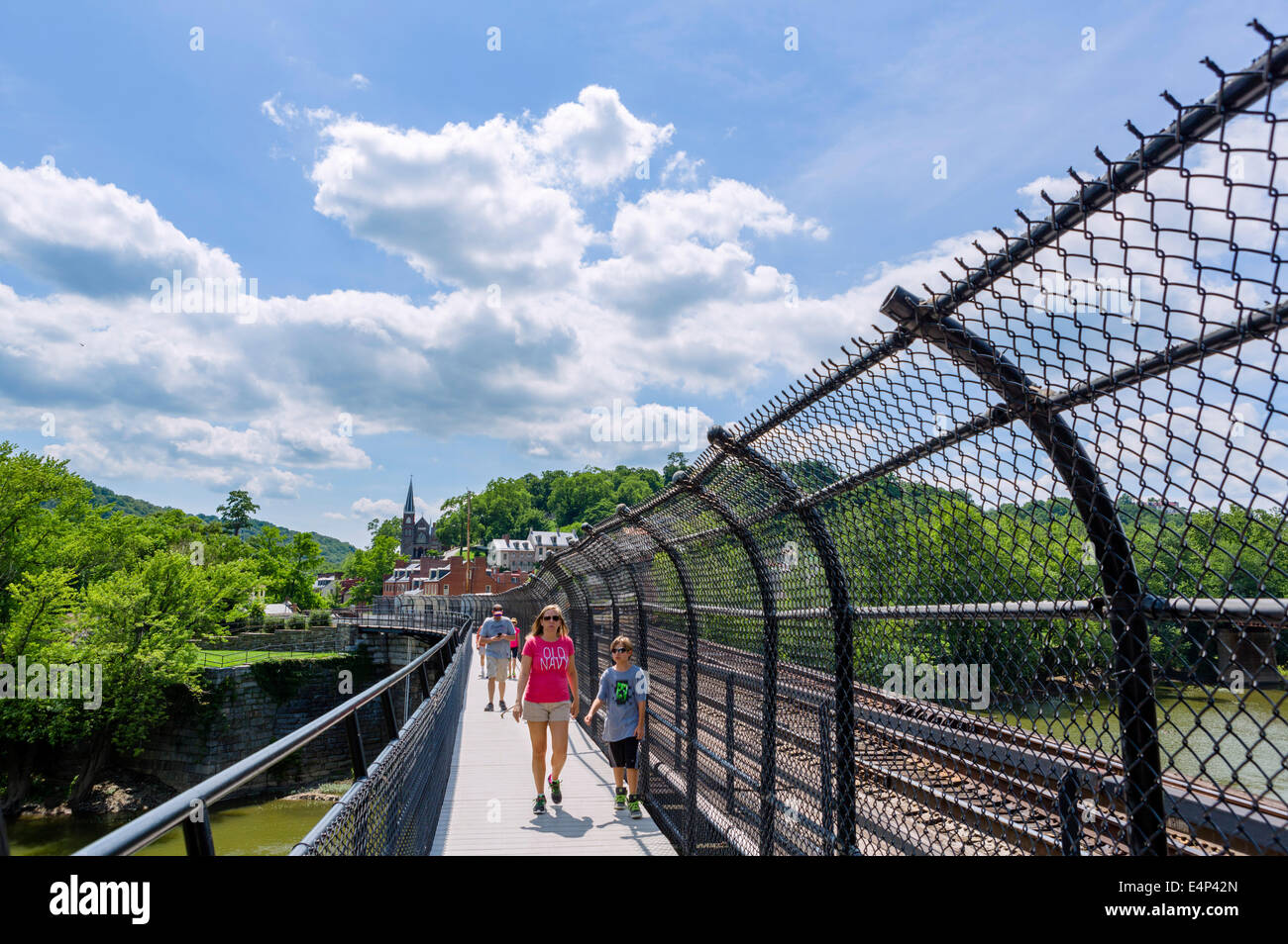Appalachian Trail footbridge across Potomac River at Harpers Ferry looking towards the town, West Virginia, USA - Stock Image