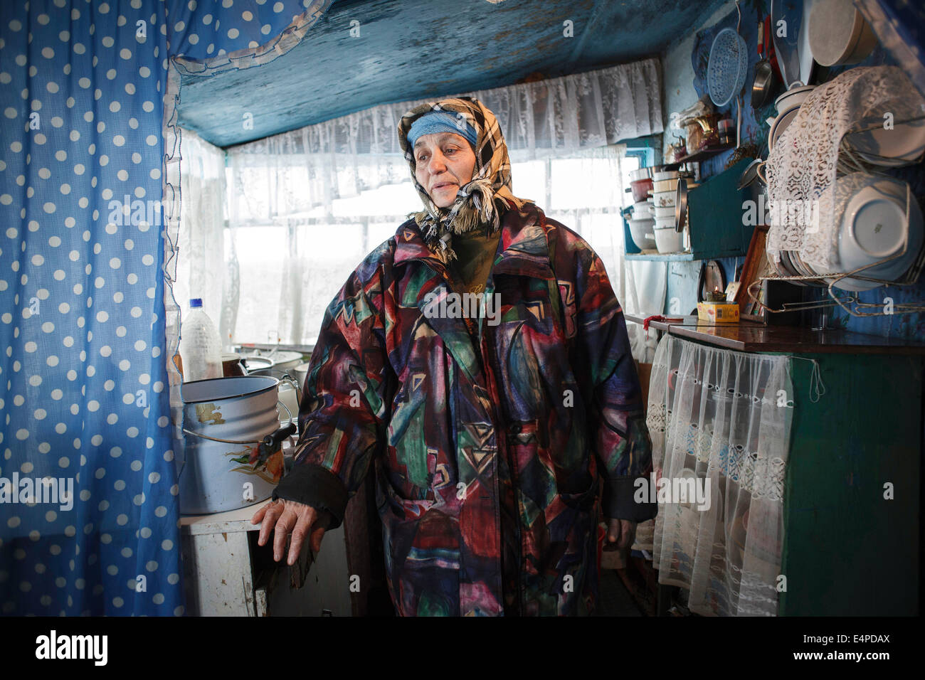 Tuberculosis in Moldova, mother of a critically ill patient in a Roma settlement, Stefanesti, Moldova - Stock Image