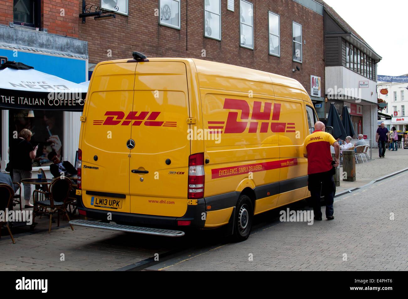 dhl van and driver stratford upon avon uk stock photo 71797046 alamy. Black Bedroom Furniture Sets. Home Design Ideas