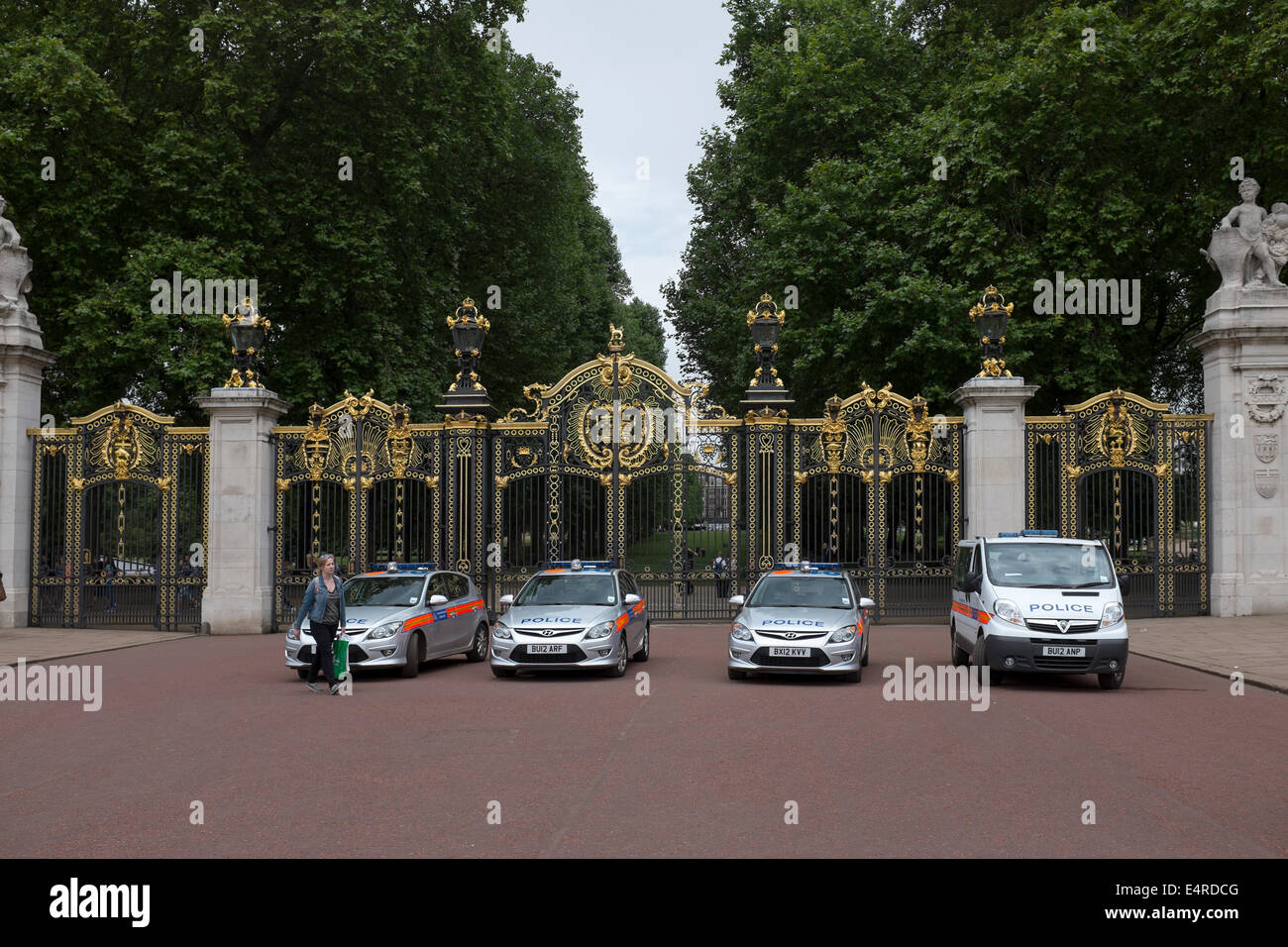 Police Cars Parked outside Green Park London - Stock Image