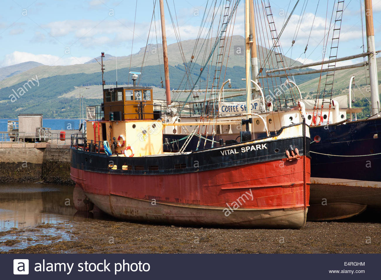 The Vital Spark Clyde Puffer (named after the boat that featured in the Para Handy stories) at low tide - part of - Stock Image