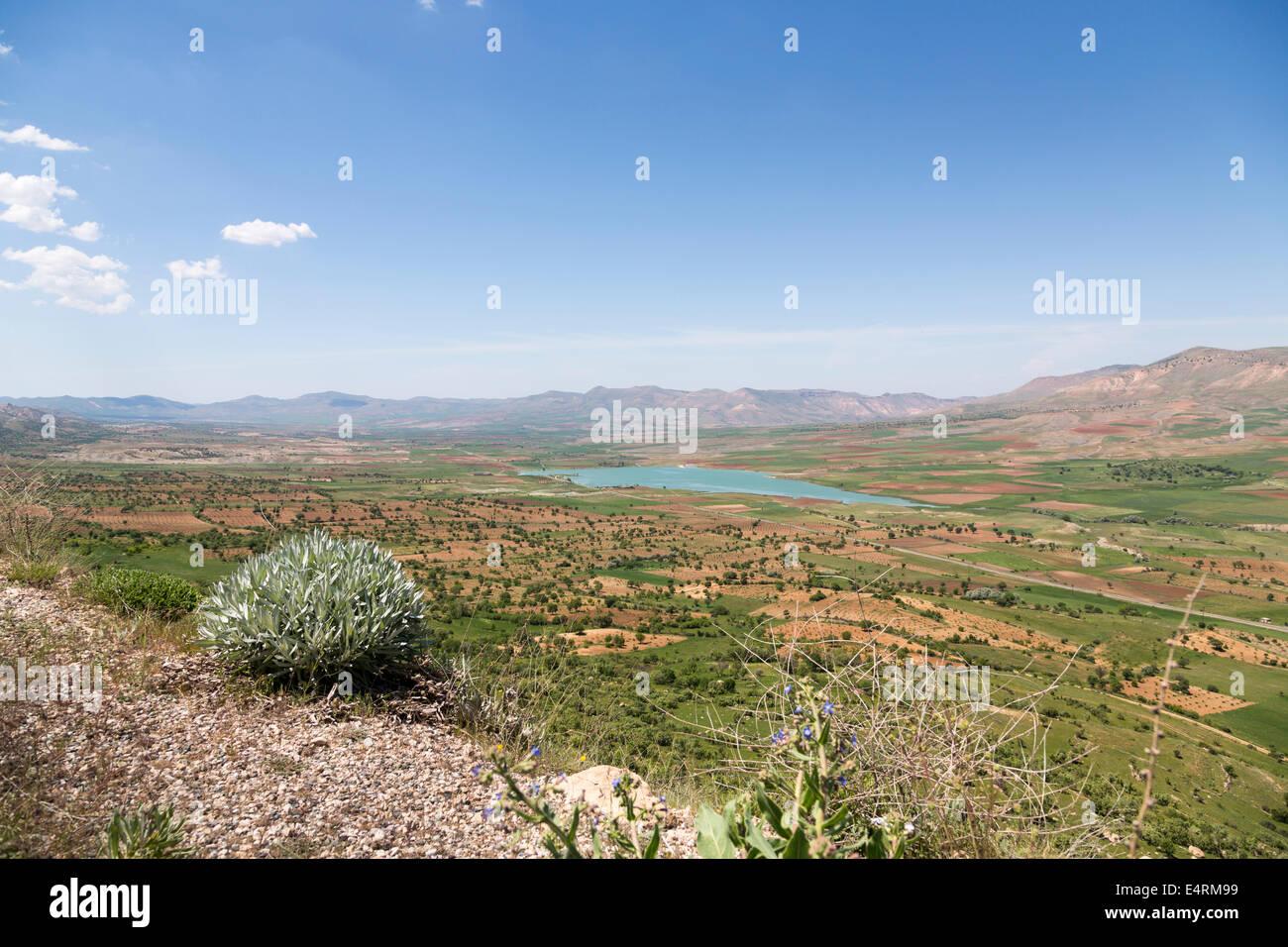 landscape with lake between Hasankeyf and Mardin, Southeastern Anatolia, Turkey - Stock Image