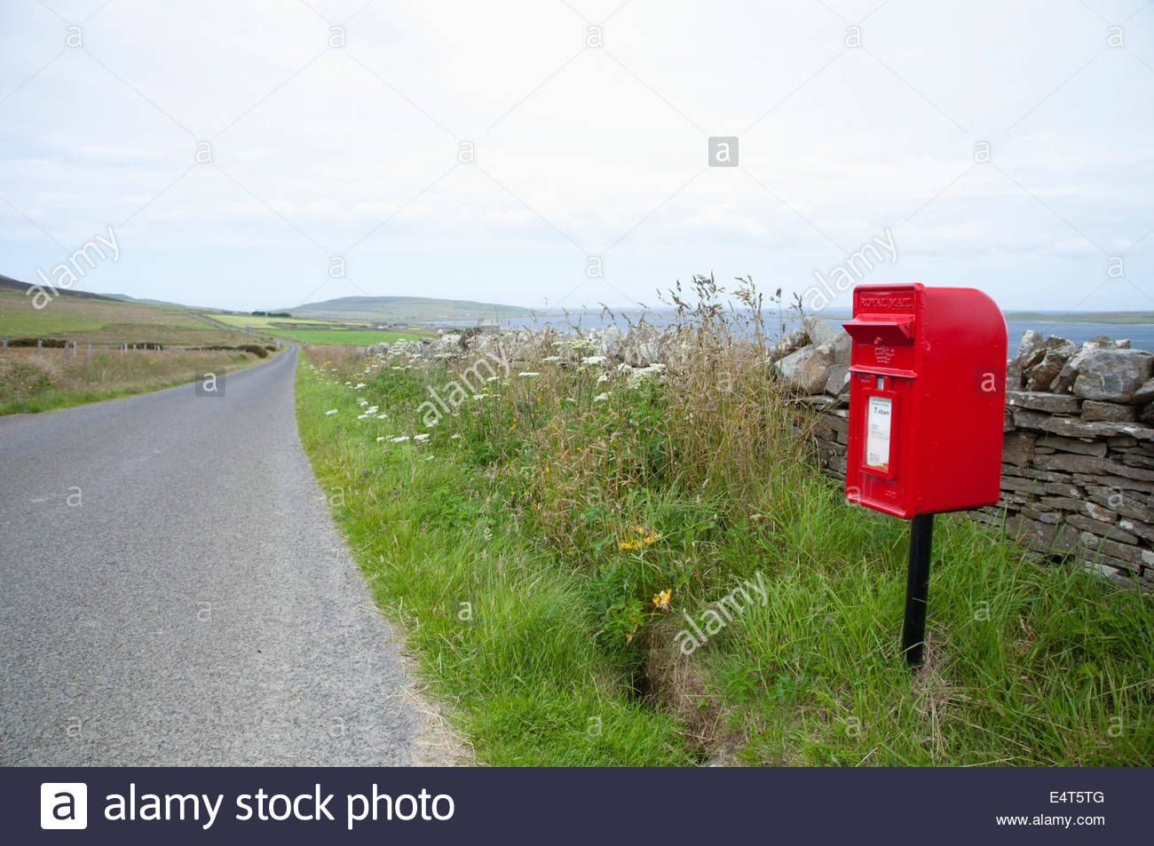 A postbox by the side of the road on the Isle of Rousay, Orkney, Scotland. - Stock Image