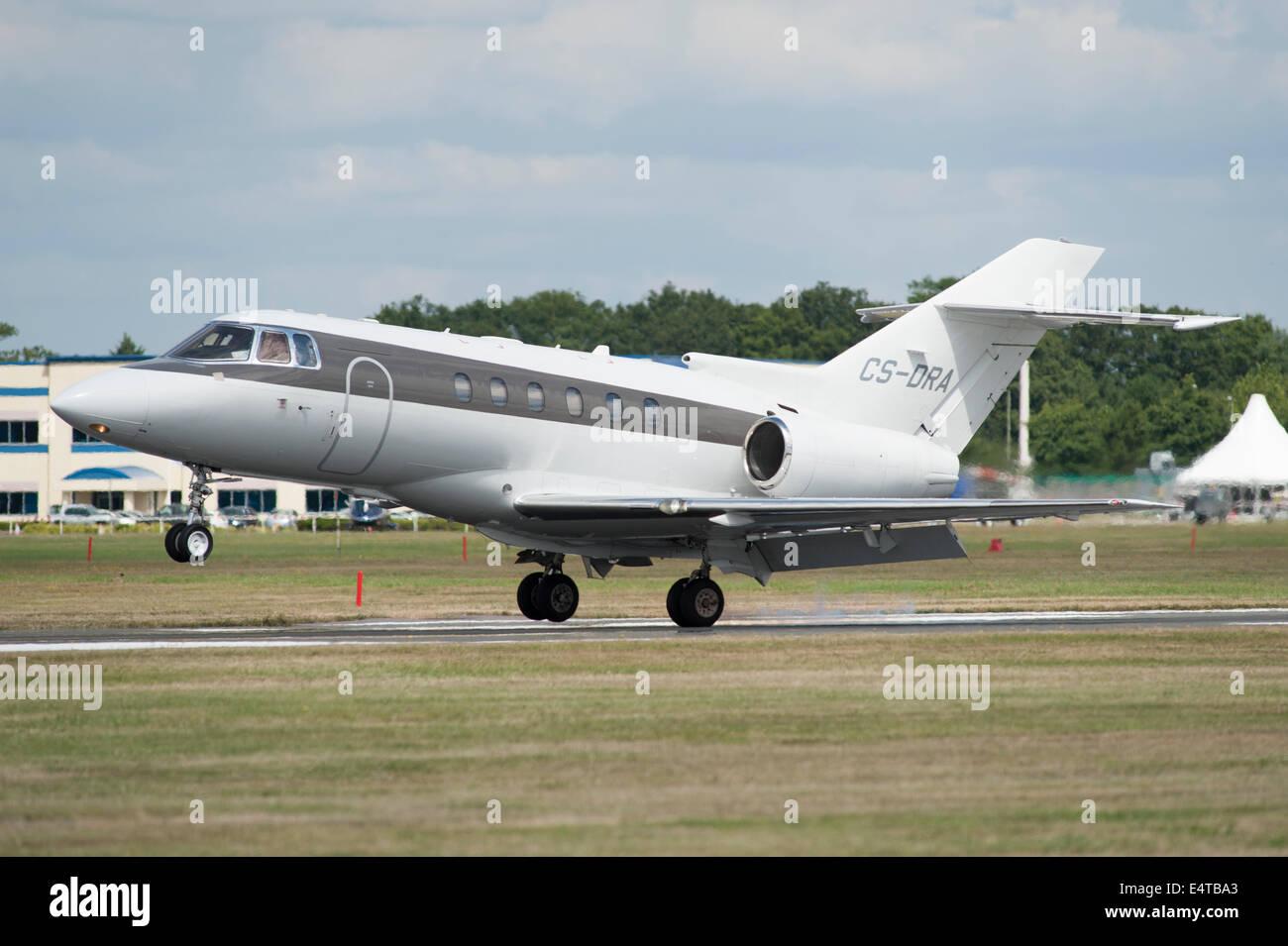 Raytheon Hawker 800XP jet, Farnborough Airport - Stock Image