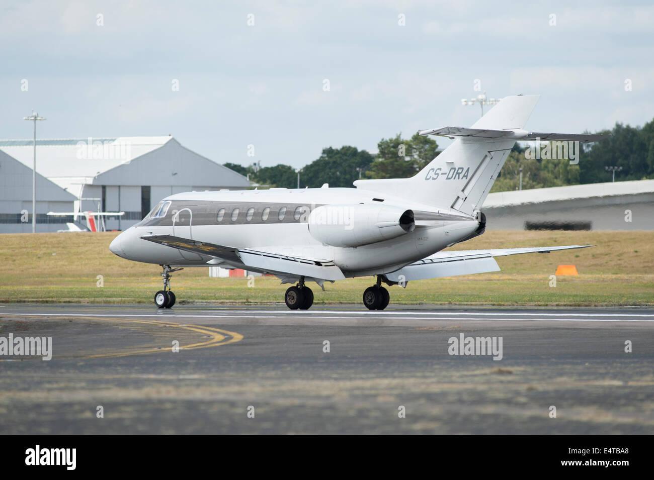 Raytheon Hawker 800XP jet landing at Farnborough Airport - Stock Image