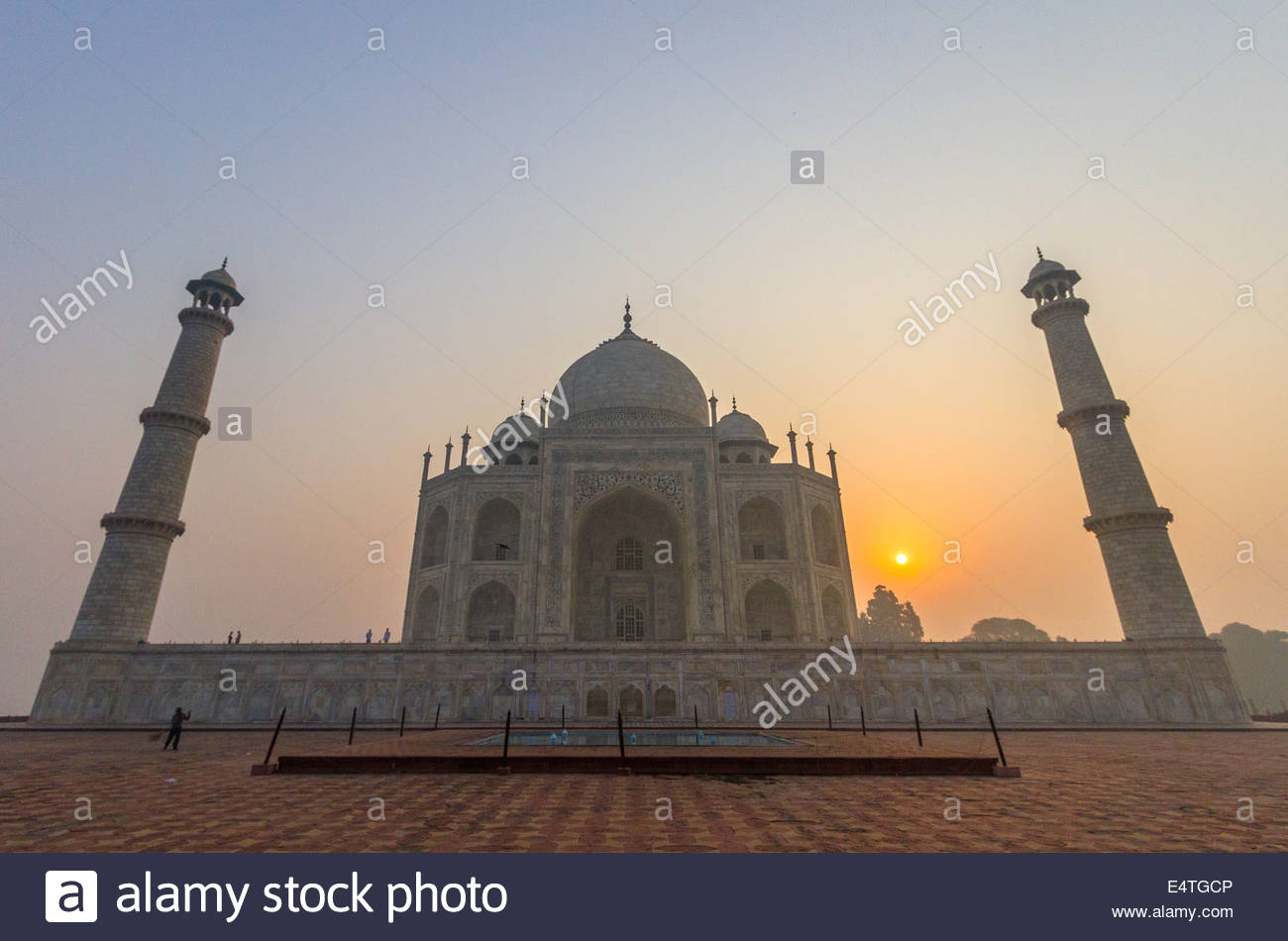 The Taj Mahal at sunrise in Agra, India - Stock Image