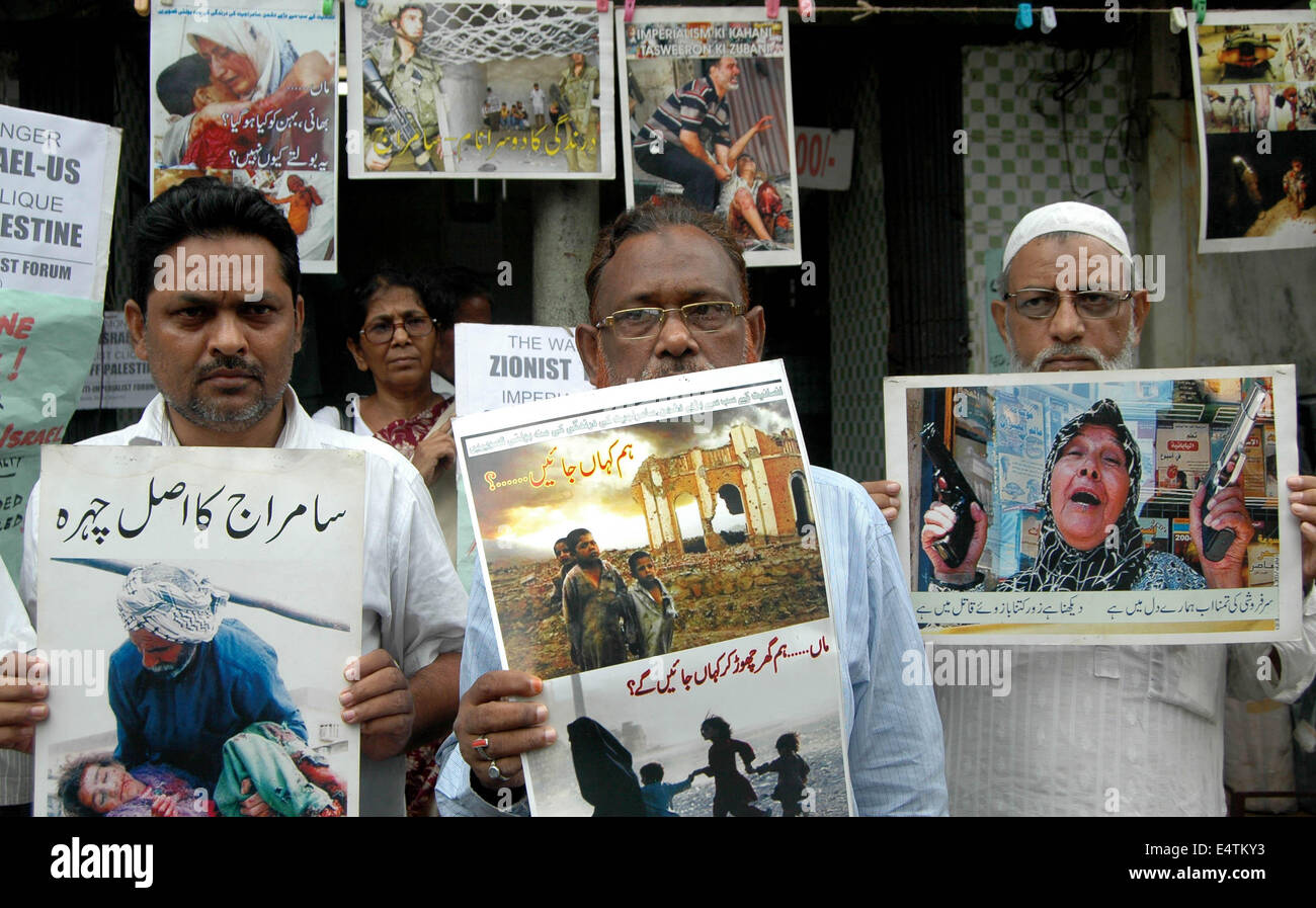 Kolkata, West Bengal State of India. 16th July, 2014. Activists from All India Anti-Imperialist Forum hold placards - Stock Image