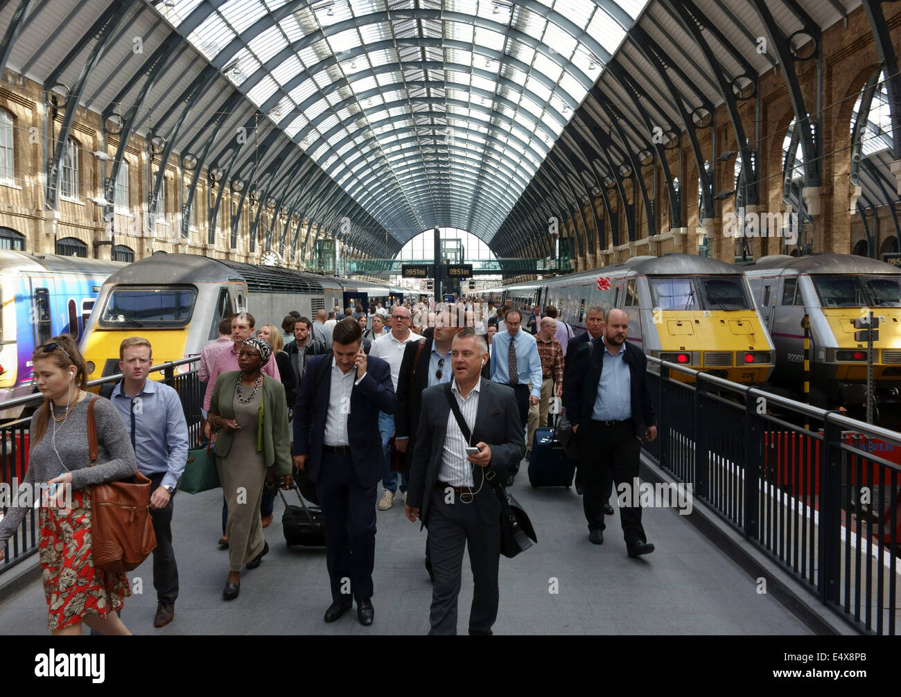 Passengers arriving off train at King's Cross Station, London - Stock Image