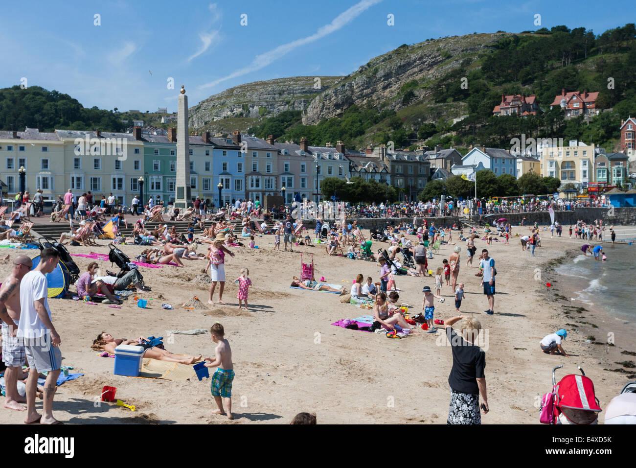 North Wales, UK. 17th July, 2014. Hundreds have chosen Llandudno beach on coast of north Wales to enjoy the hot - Stock Image