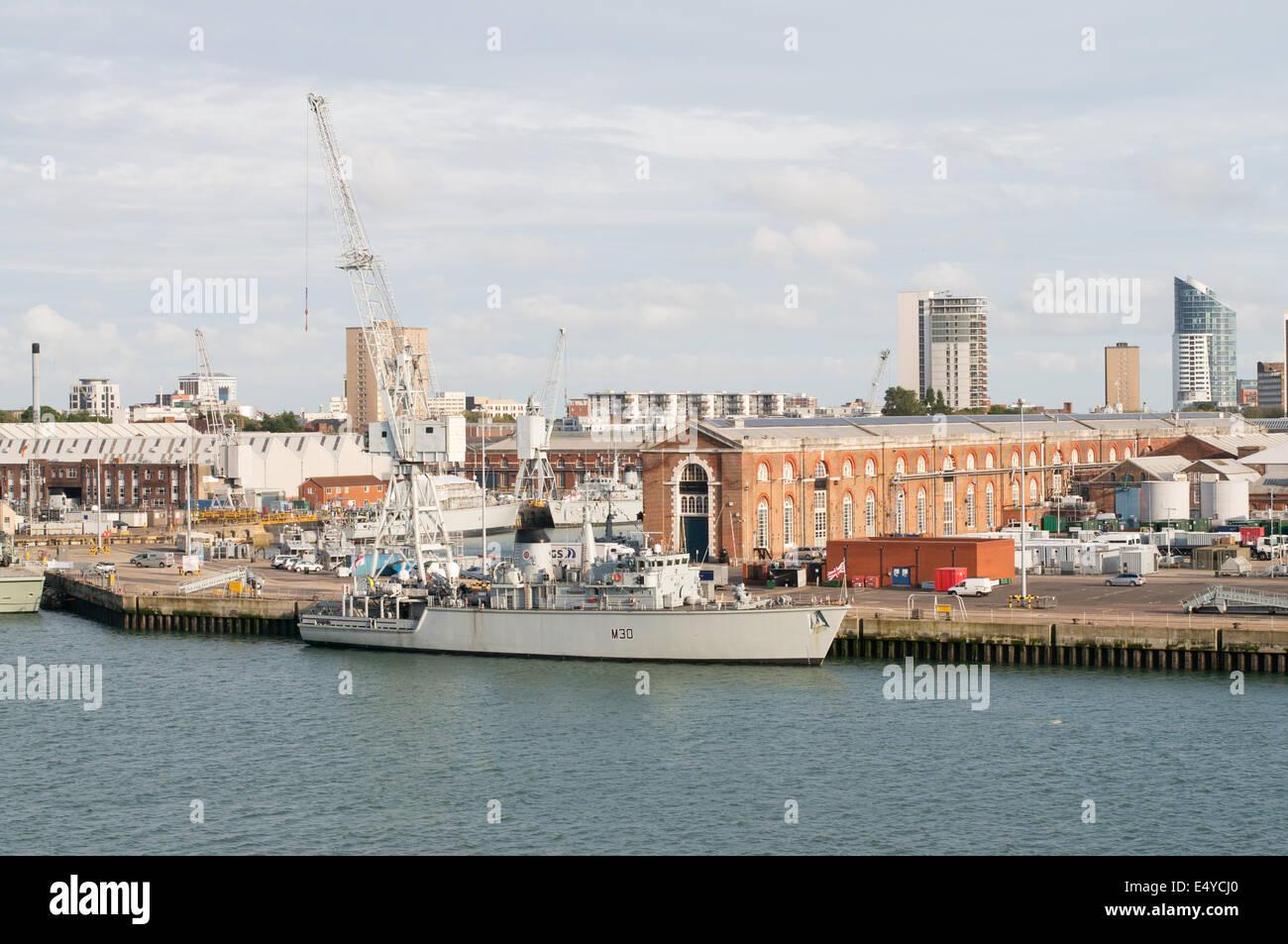 Mine countermeasures vessel HMS Ledbury at Portsmouth dockyard, Hampshire, England, UK - Stock Image