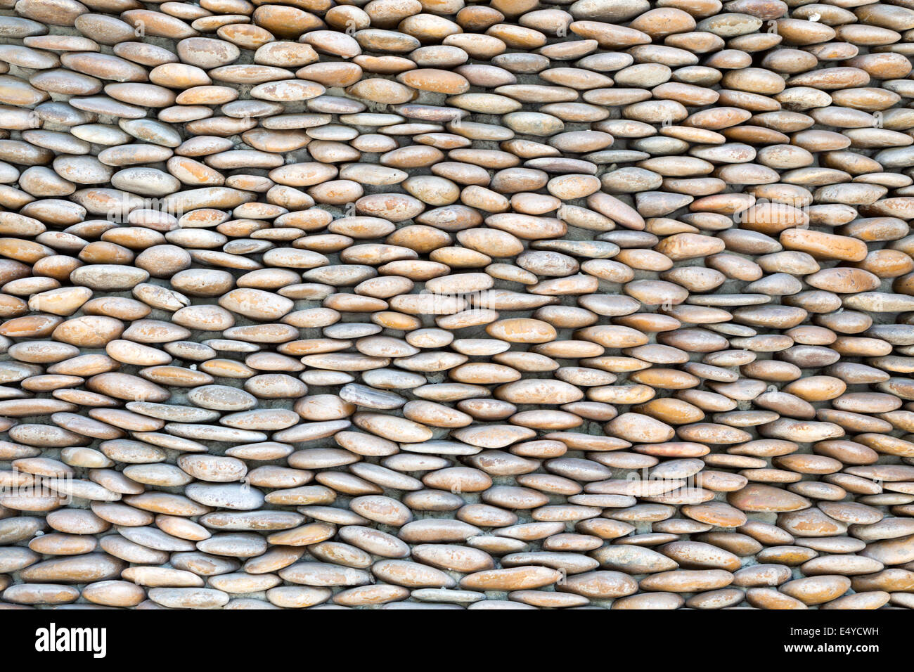stone wall, lined with pebbles - Stock Image