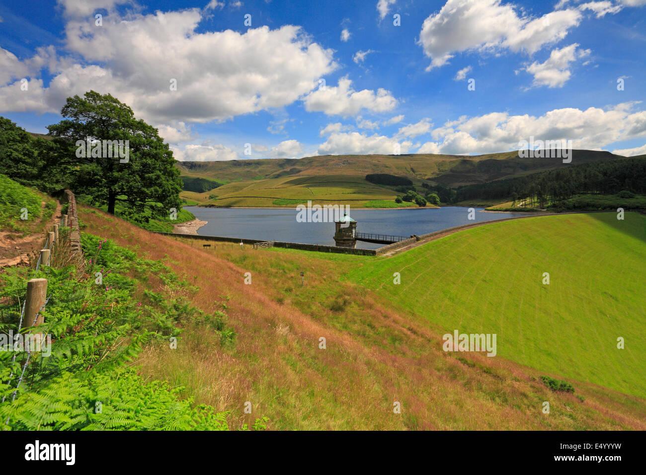 Kinder Scout and Kinder Reservoir above Hayfield, Peak District National Park, Derbyshire, England, UK. - Stock Image