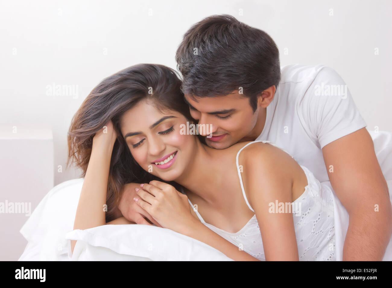 Romantic young couple in bed - Stock Image
