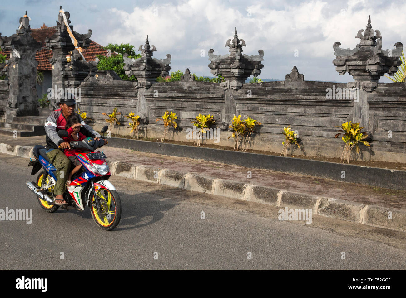 Bali, Indonesia.  Father and Daughter on Motorbike, no Helmets. - Stock Image