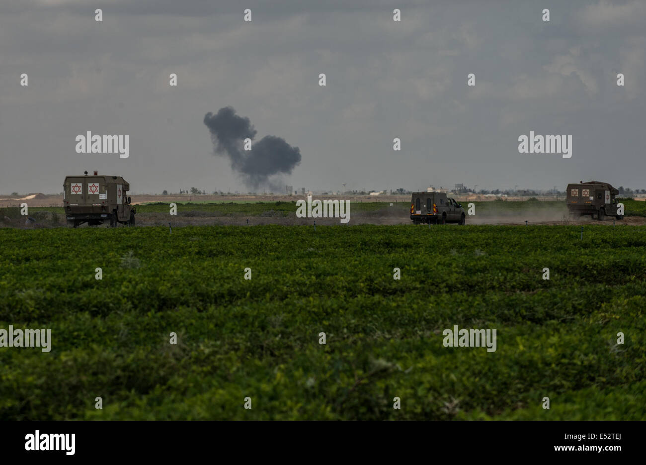 Gaza Border. 18th July, 2014. Smoke rises due to an Israeli air strike in the northern Gaza Strip, on July 18, 2014, - Stock Image