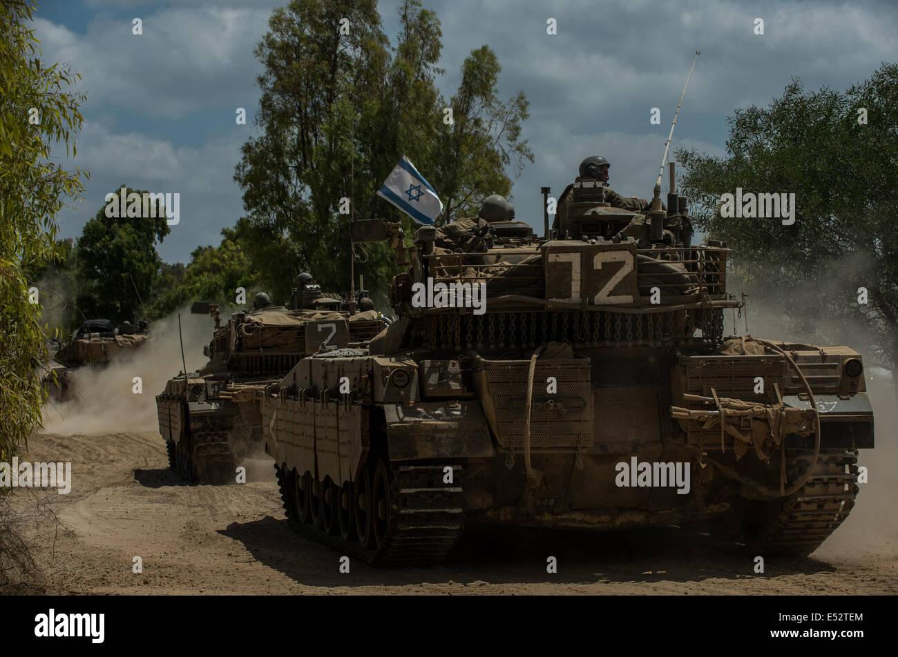 Gaza Border. 18th July, 2014. Israeli Markava tanks run in southern Israel near the border with Gaza, on July 18, - Stock Image
