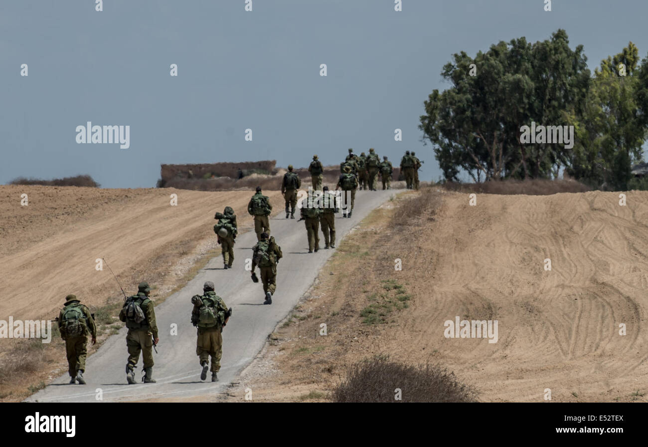 Gaza Border. 18th July, 2014. Israeli soldiers march in southern Israel near the border with Gaza, on July 18, 2014, - Stock Image
