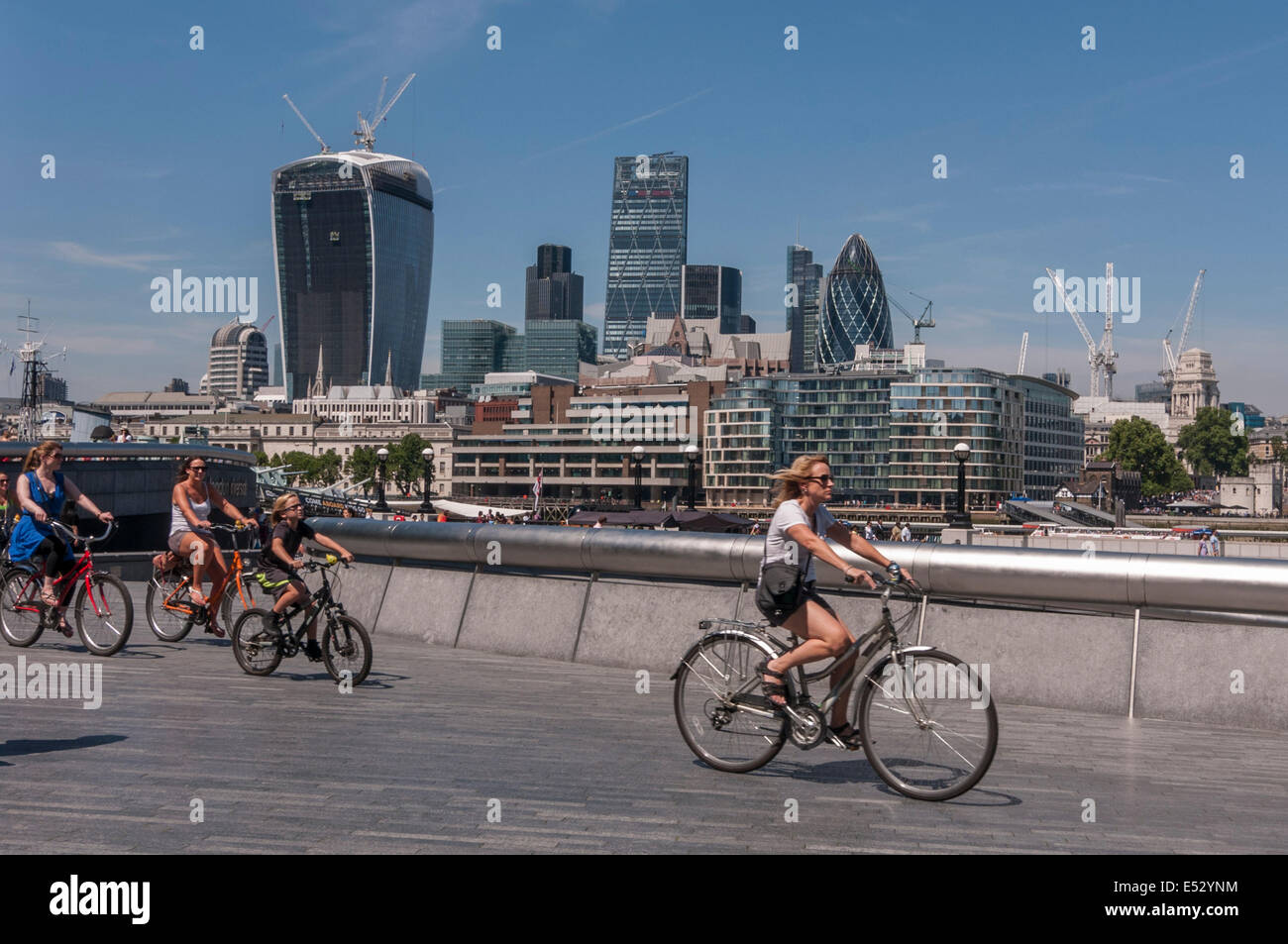 London, UK. 18th July, 2014. Weather:  The capital experiences the hottest day of the year so far as temperatures Stock Photo