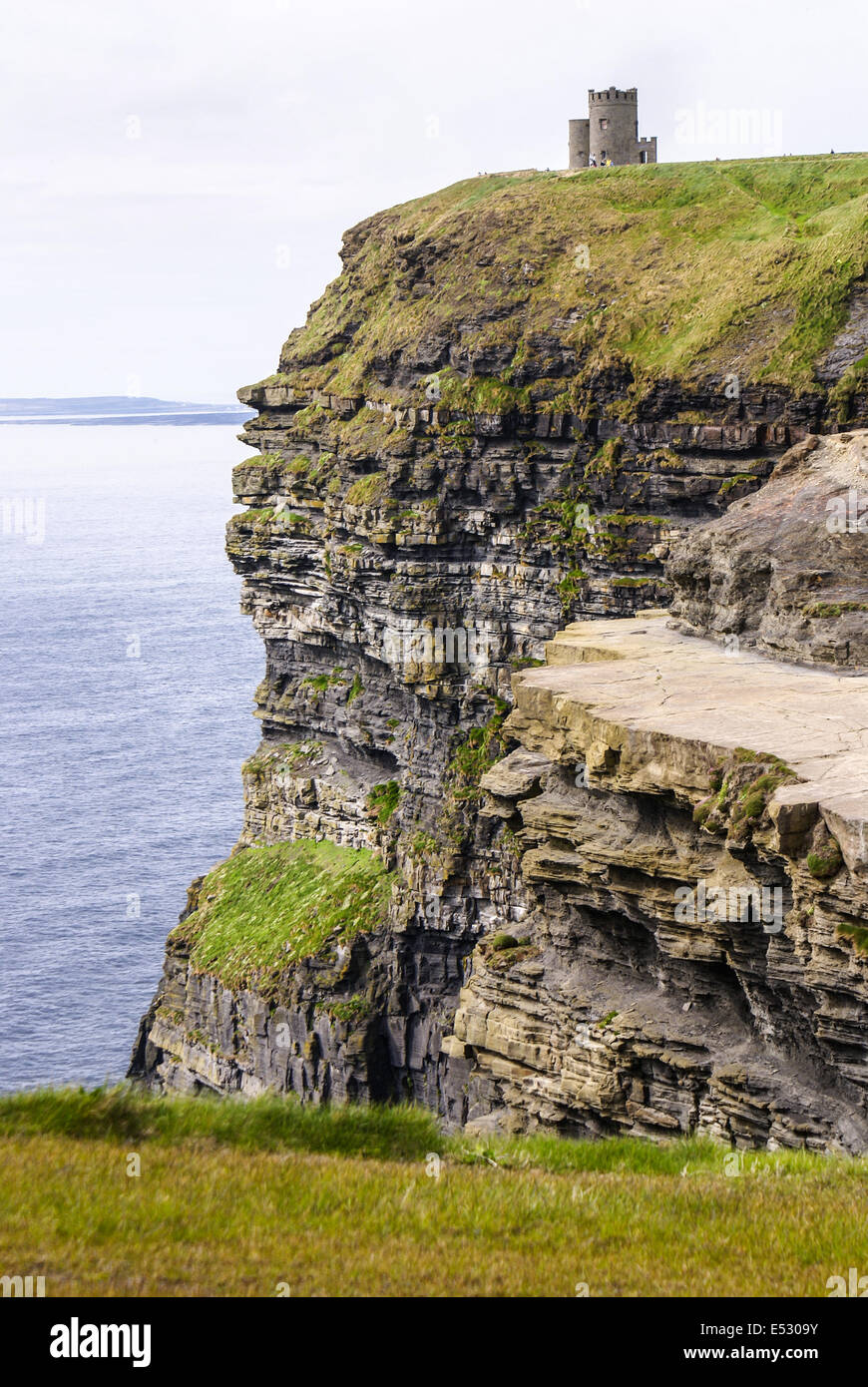 Famous cliffs of Moher with tower. Ireland - Stock Image