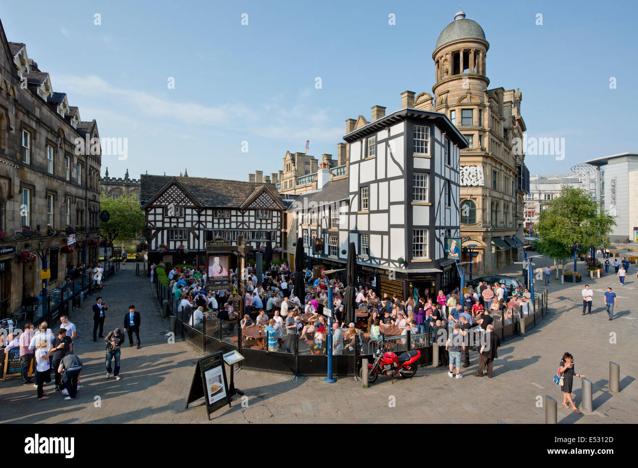 Manchester, UK. 18th July, 2014. People enjoy a beer in the hot weather after work on Britain's hottest day. - Stock Image