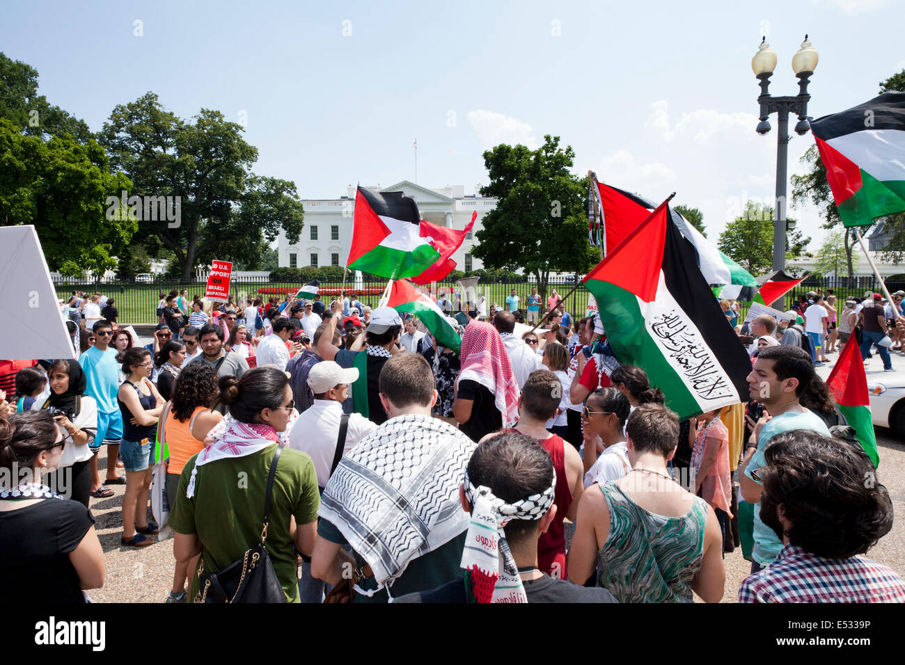 Palestinian-Americans gather in front of the White House to urge more action against Israel from Obama - Washington, - Stock Image