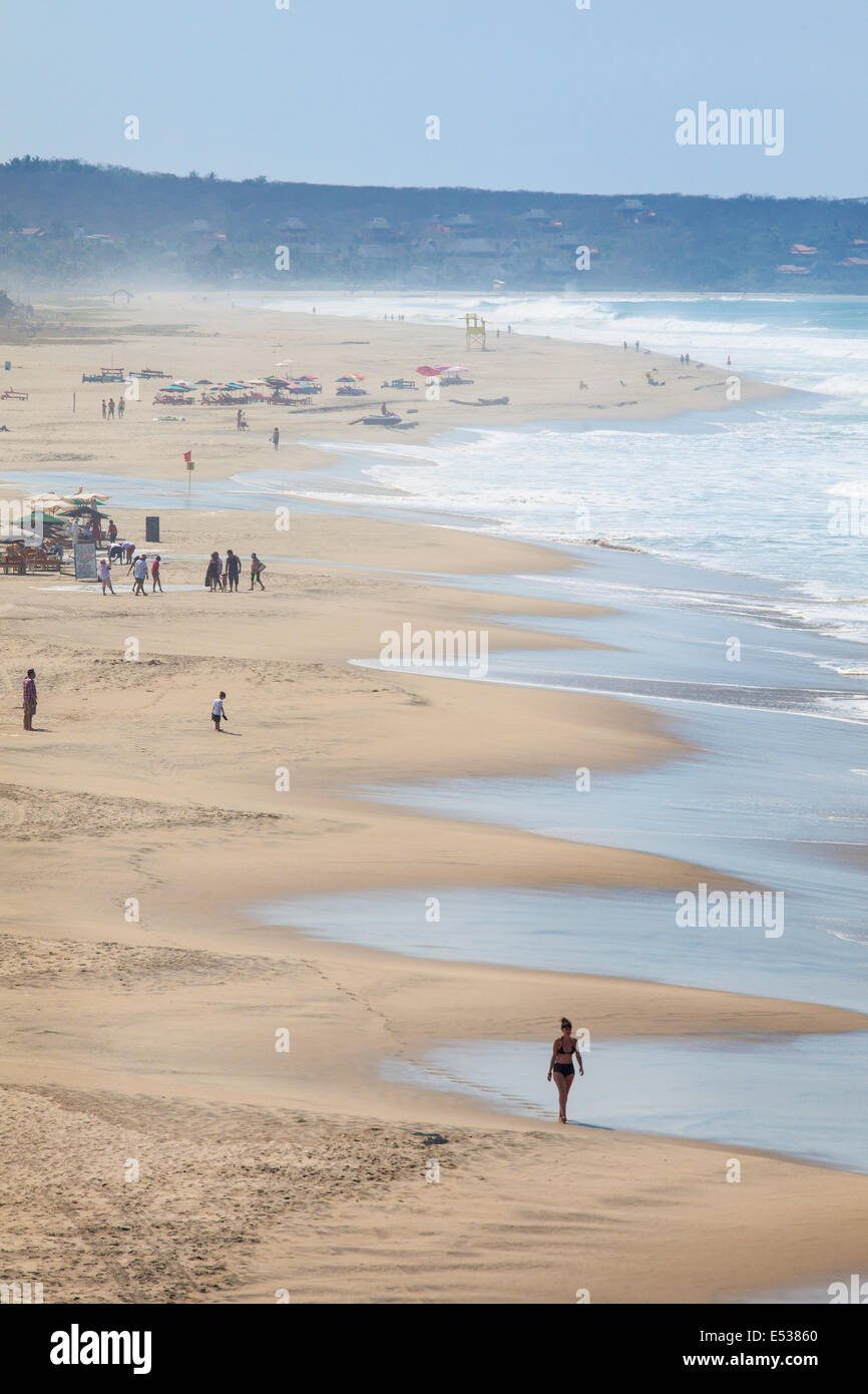 Looking south over the wide Zicatela Beach in Puerto Escondido, Oaxaca, Mexico. - Stock Image