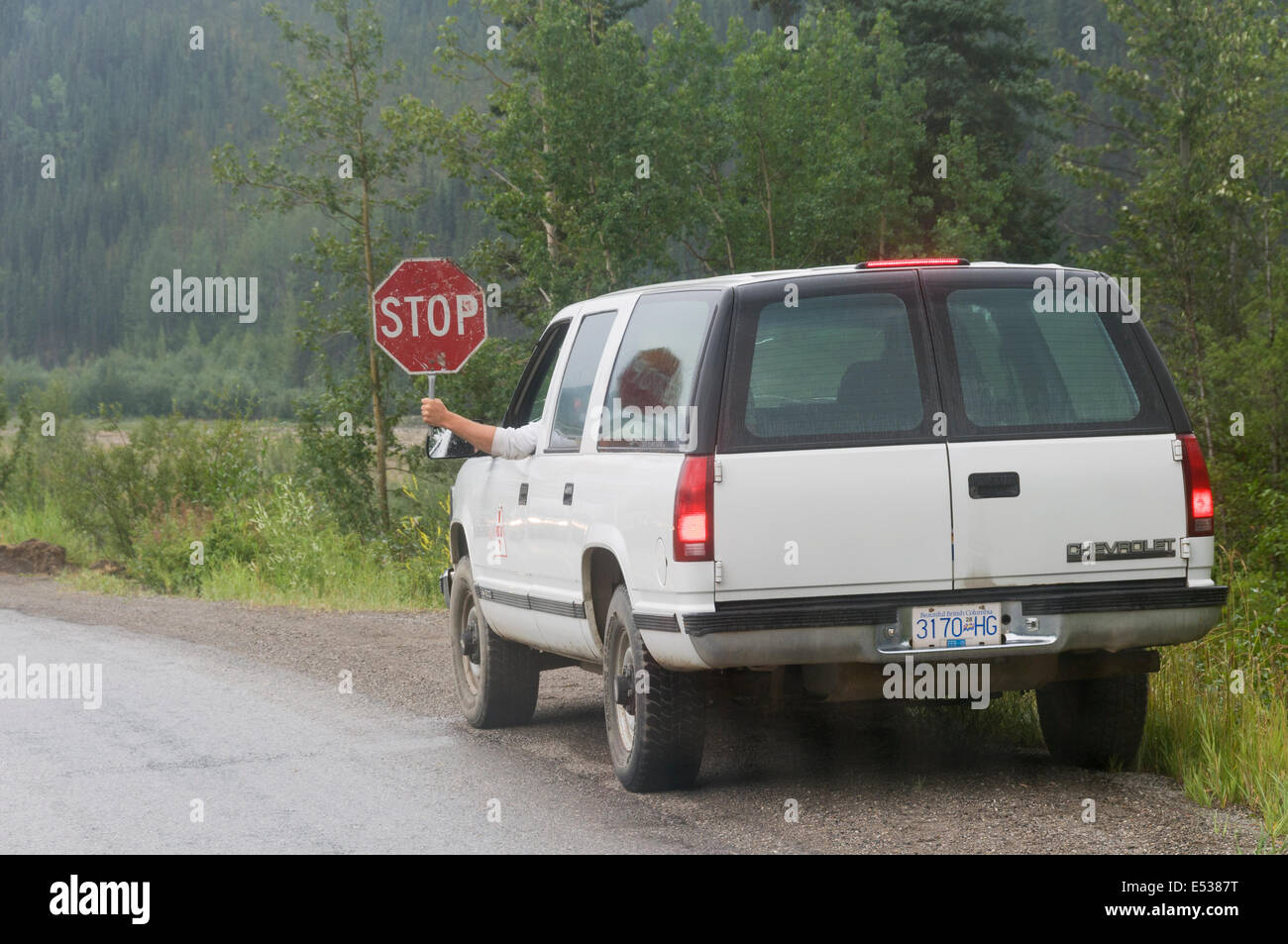 Elk203-3354 Canada, British Columbia, Alaska Highway, road repair stop sign - Stock Image
