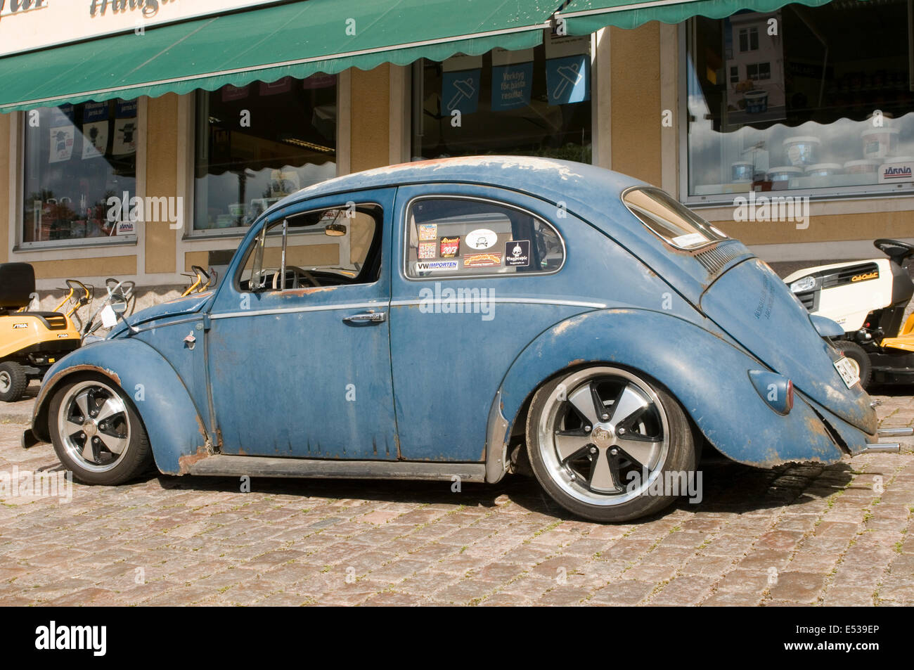 vw beetle cal look California looker style custom car cars customized derelict rat rod - Stock Image