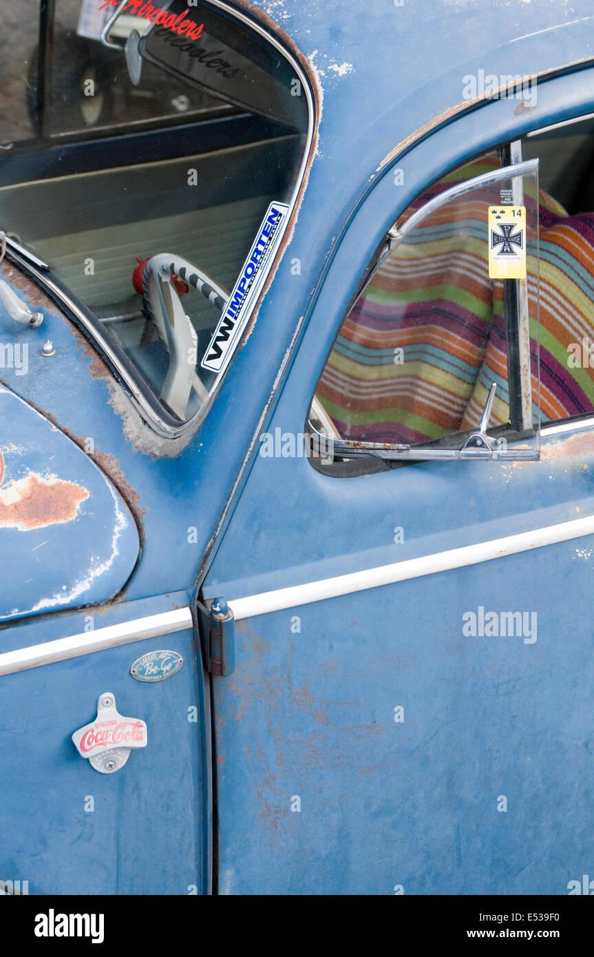 vw beetle cal look California looker style custom car cars customized derelict rat rod - Stock Image