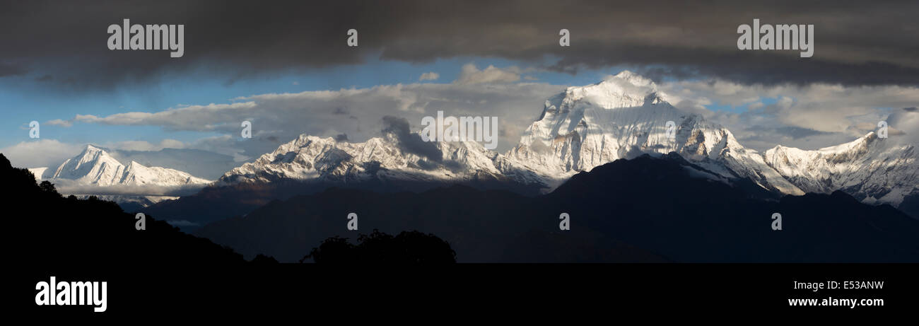 Nepal, Ghorapani, Annapurna 2 and Dhaulagiri mountains at dawn from Poon Hill, panoramic - Stock Image