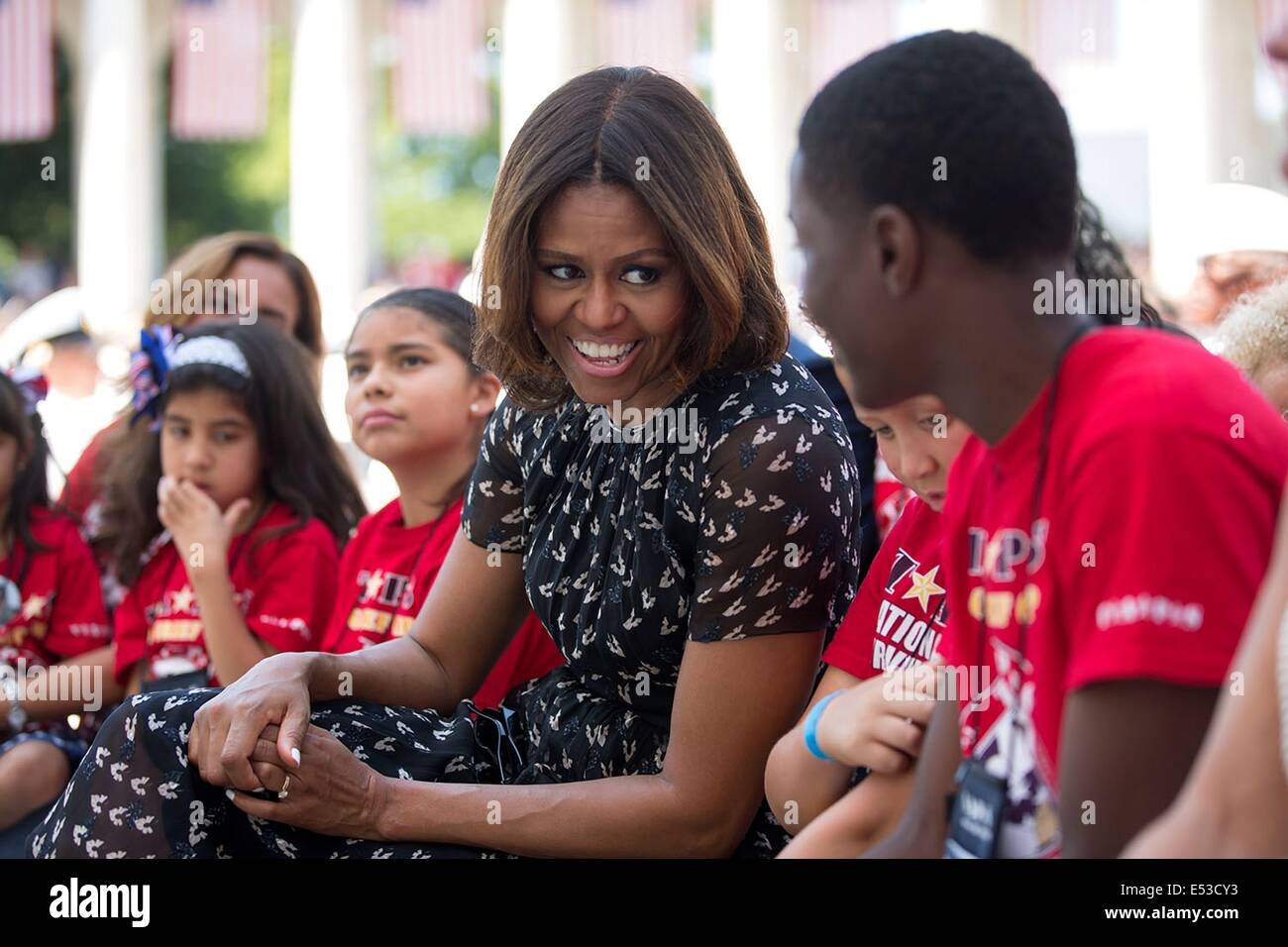 US First Lady Michelle Obama speaks to children during a Memorial Day ceremony with Tragedy Assistance Program for - Stock Image