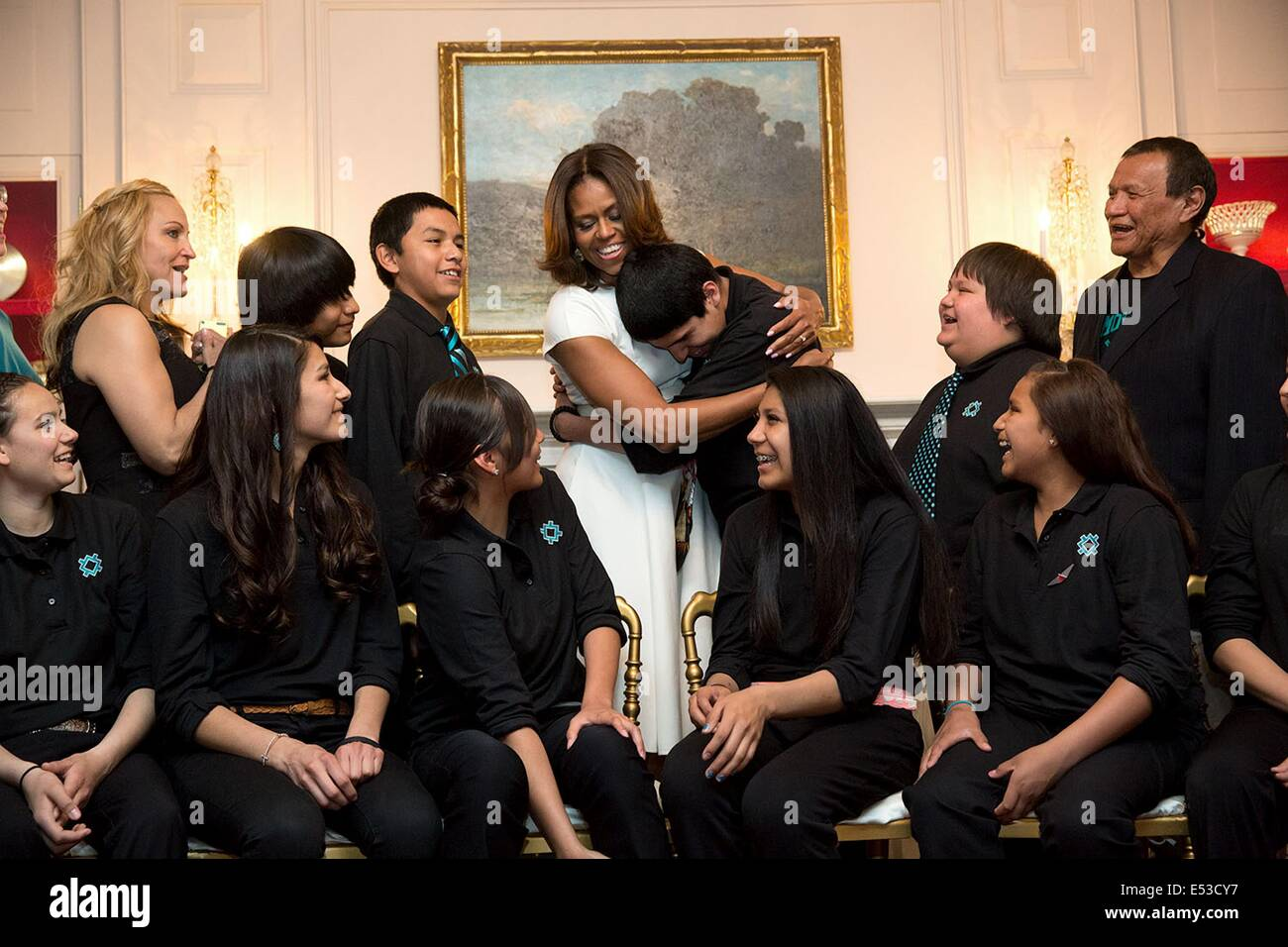 US First Lady Michelle Obama hugs a student from Lame Deer Junior High School during a group photo before the White - Stock Image