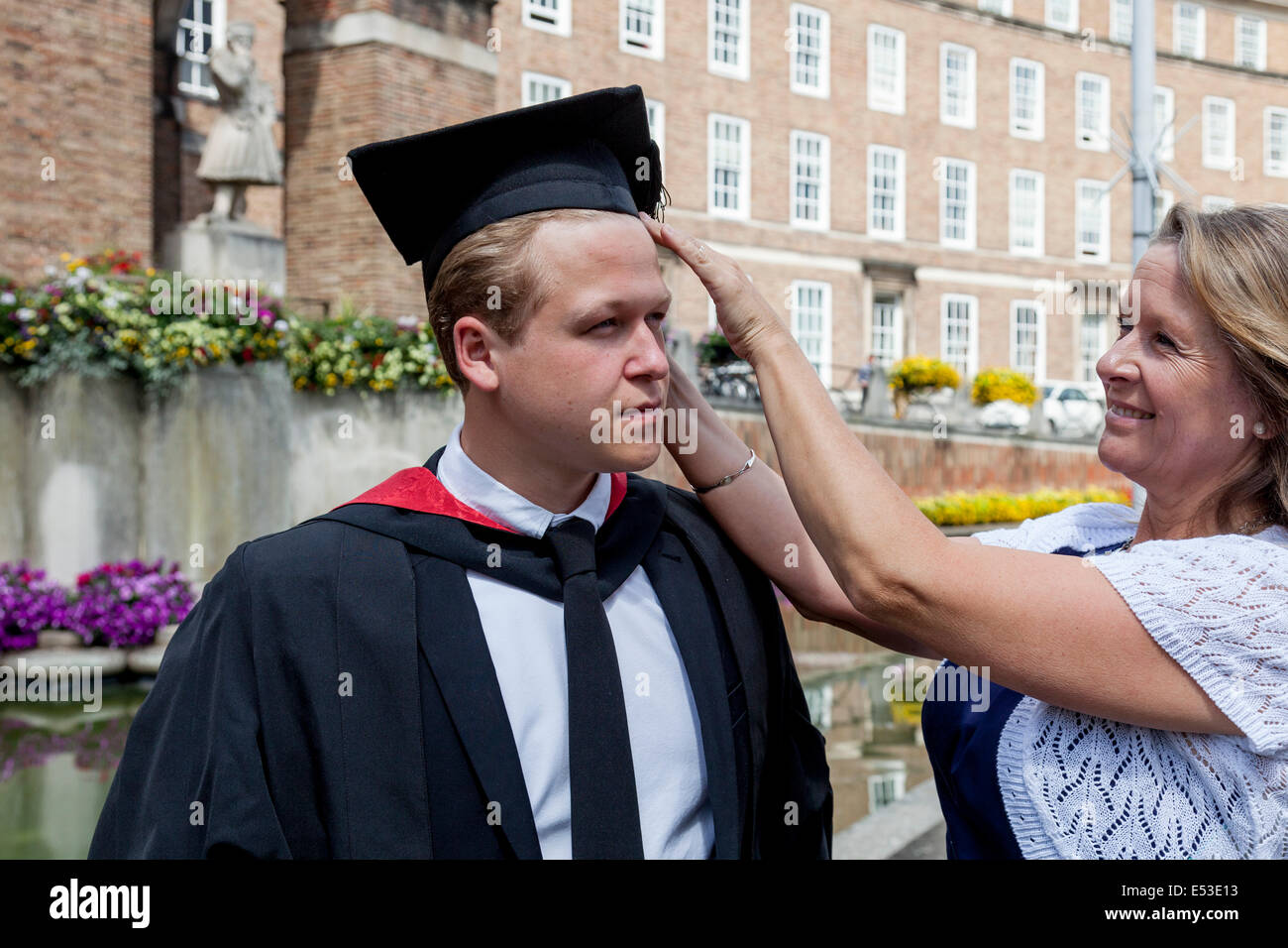 A Proud Mother and Her Graduate Son At The University of Western England (UWE) Degree Ceremony, Bristol, England - Stock Image