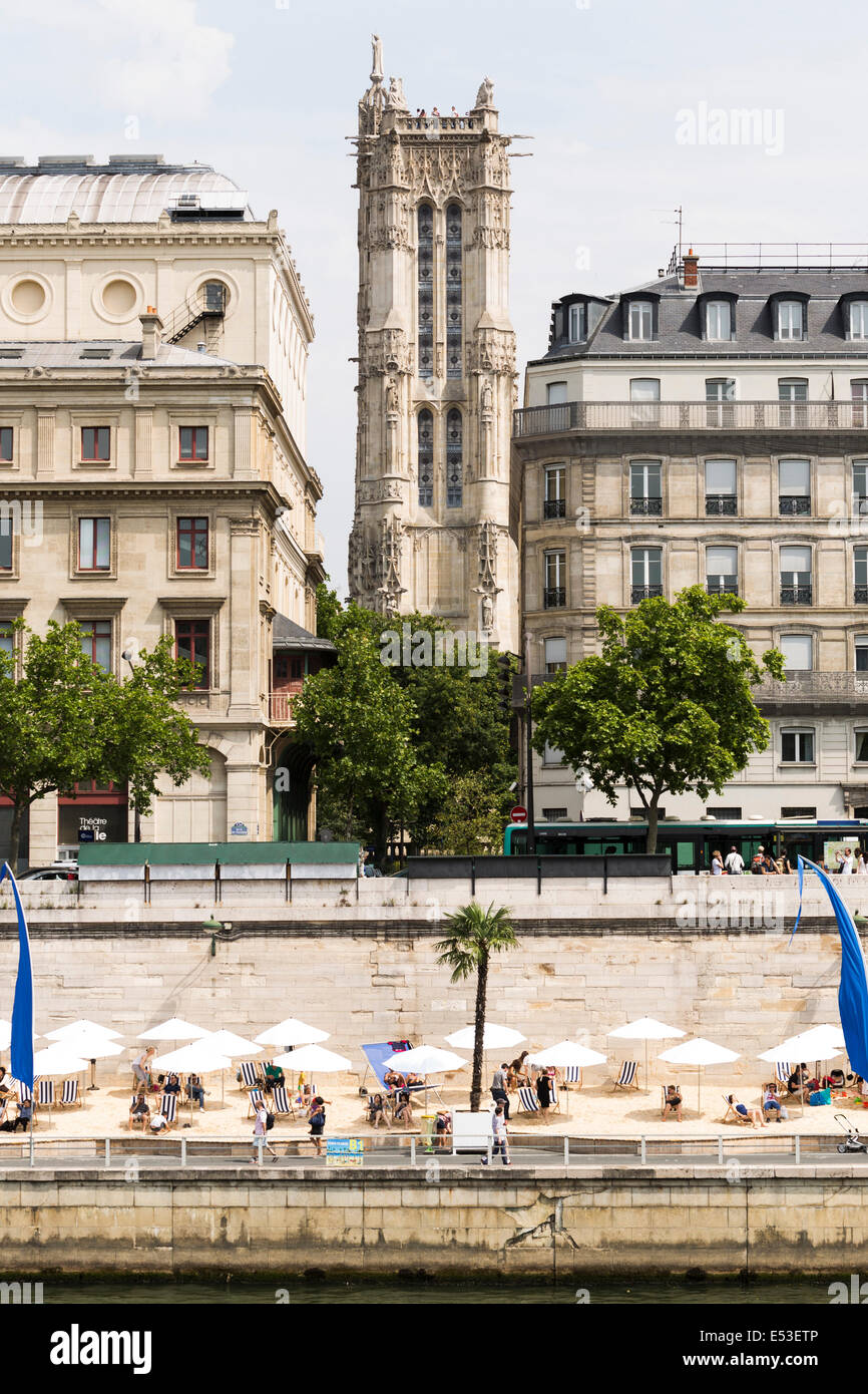 Paris, France. 19th July, 2014. People sunbathing in Voie Georges Pompidou, Paris, France, during the opening day - Stock Image