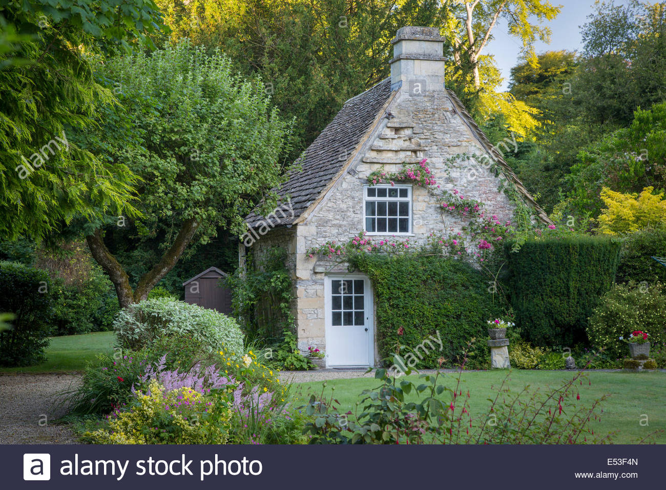 Early morning cottage in Castle Combe, Wiltshire, England - Stock Image