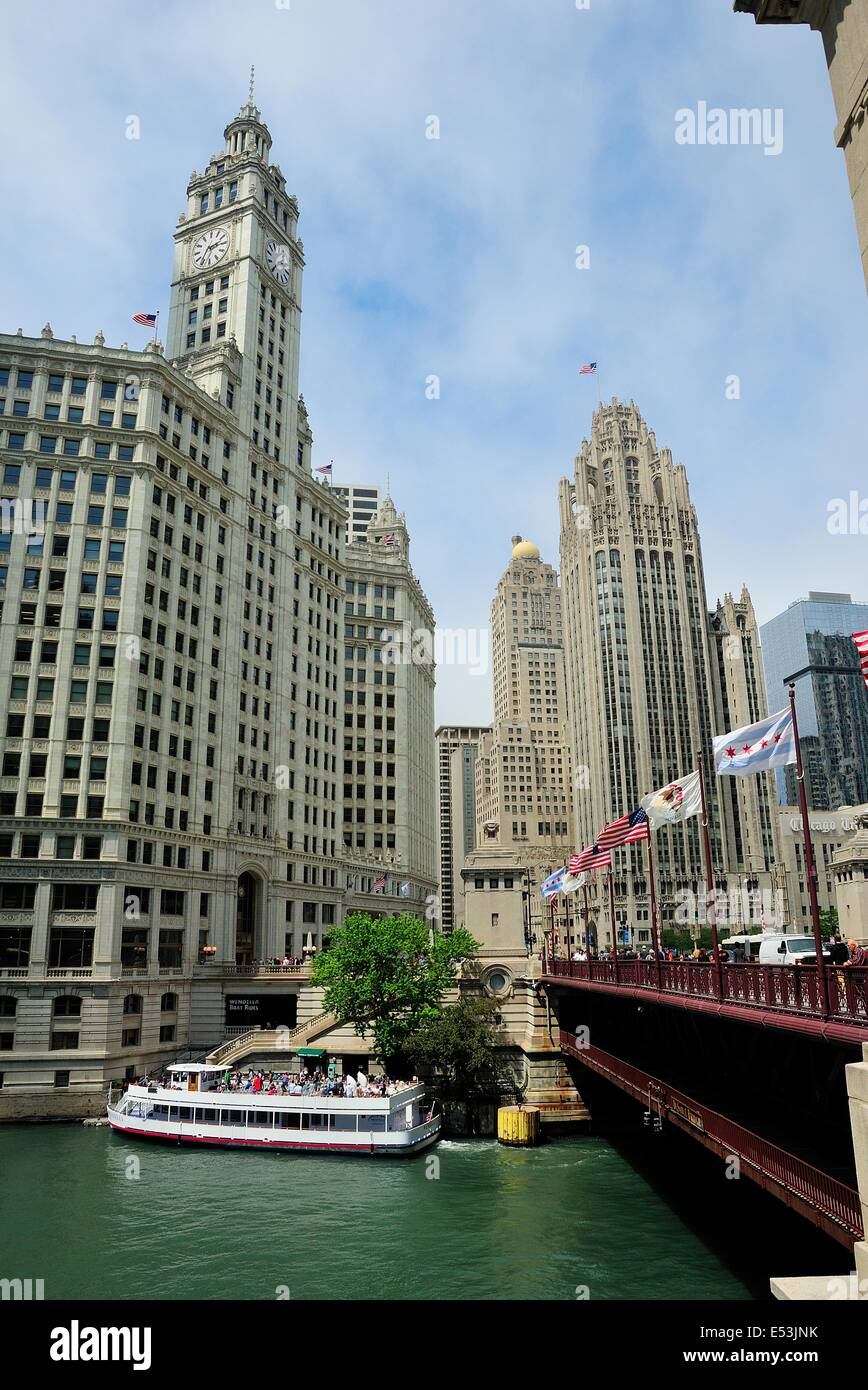 Architectural tour guide boat cruising the Chicago River. Stock Photo